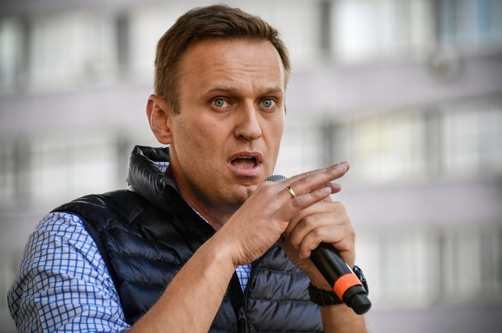 Russian opposition leader Alexei Navalny speaks during an opposition rally in central Moscow on April 30, 2018. (AFP Photo)