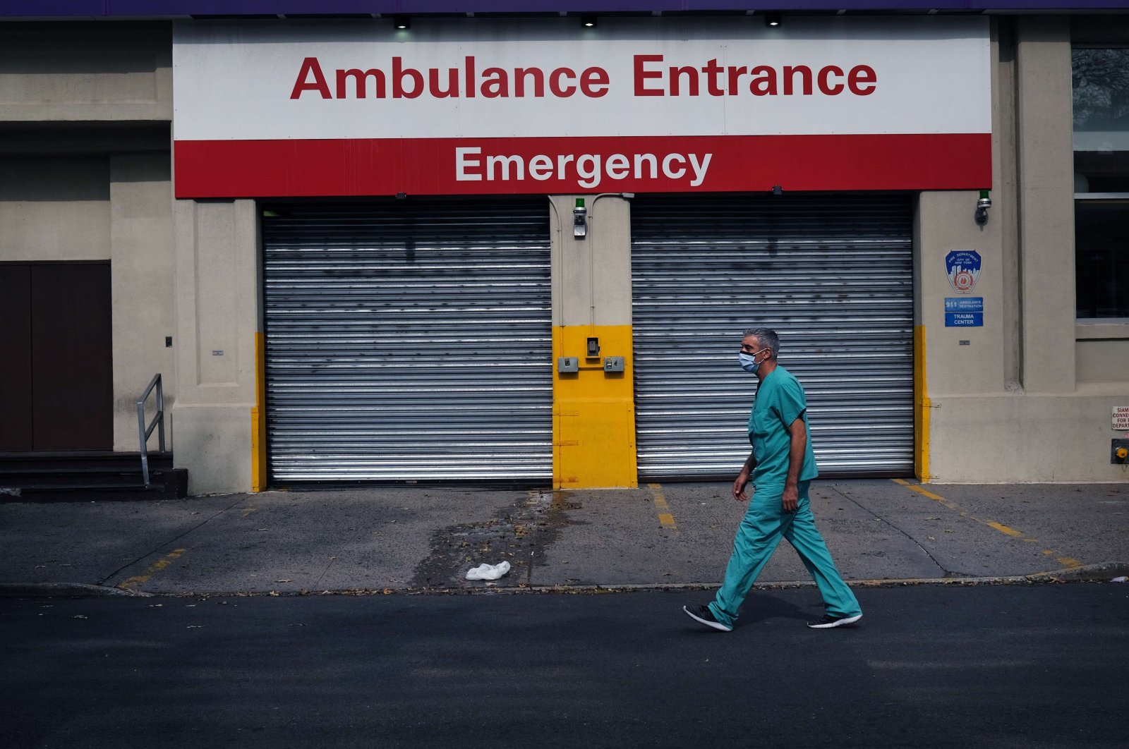 A medical worker walks by a hospital in a neighborhood that saw a significant number of COVID-19 cases early on in the pandemic in Brooklyn, New York City, New York, U.S., Sept. 14, 2020. (AFP Photo)