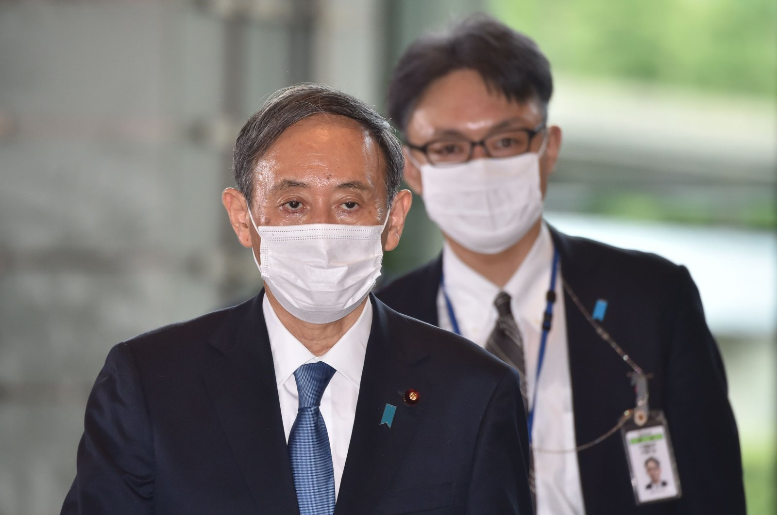 Japan's new Prime Minister Yoshihide Suga (L) arrives at his office in Tokyo, Sept. 16, 2020. (AFP Photo)
