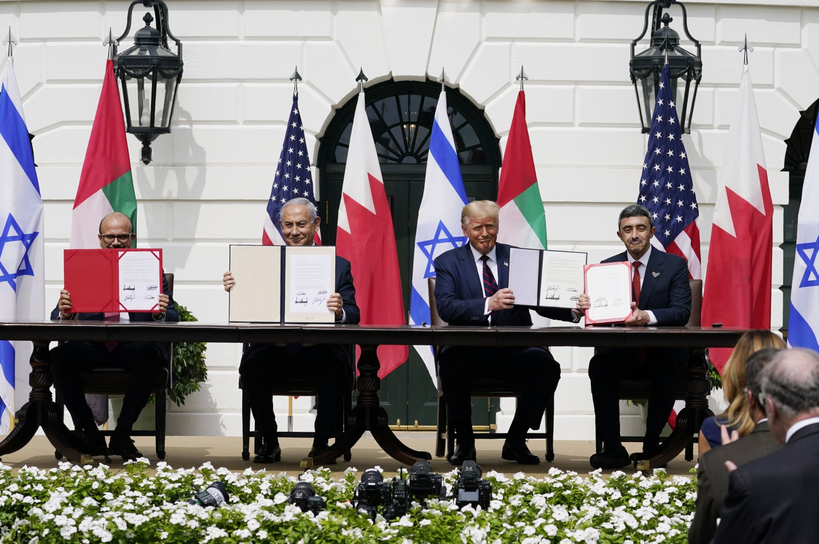 President Donald Trump (C) with from left, Bahrain Foreign Minister Khalid bin Ahmed Al Khalifa, Israeli Prime Minister Benjamin Netanyahu and United Arab Emirates (UAE) Foreign Minister Abdullah bin Zayed al-Nahyan, during the Abraham Accords-signing ceremony on the South Lawn of the White House, Washington, Sept. 15, 2020. (AP Photo)
