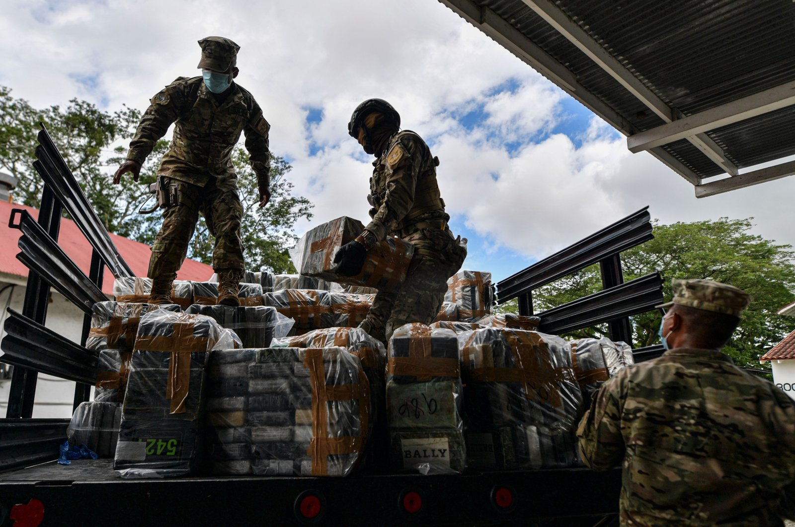 Members of Panama's National Aeronaval Service (SENAN) organize seized packages of cocaine during a press conference at the Cocoli SENAN base in Panama City, Sept. 16, 2020. (AFP Photo)