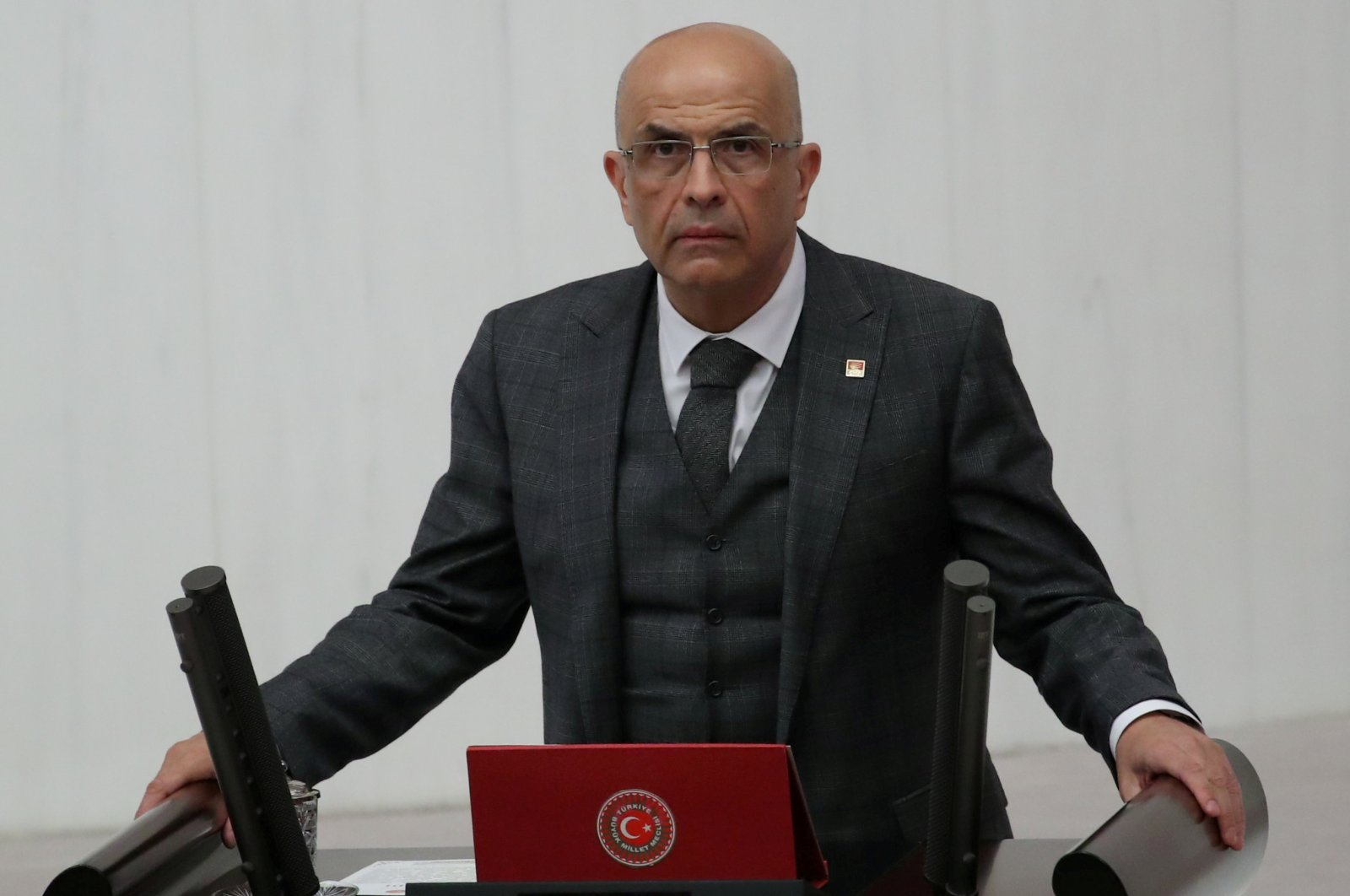 Enis Berberoğlu, a deputy from the main opposition Republican People's Party (CHP), takes his oath at the Turkish Parliament in the capital Ankara, Oct. 1, 2018. (Reuters Photo)