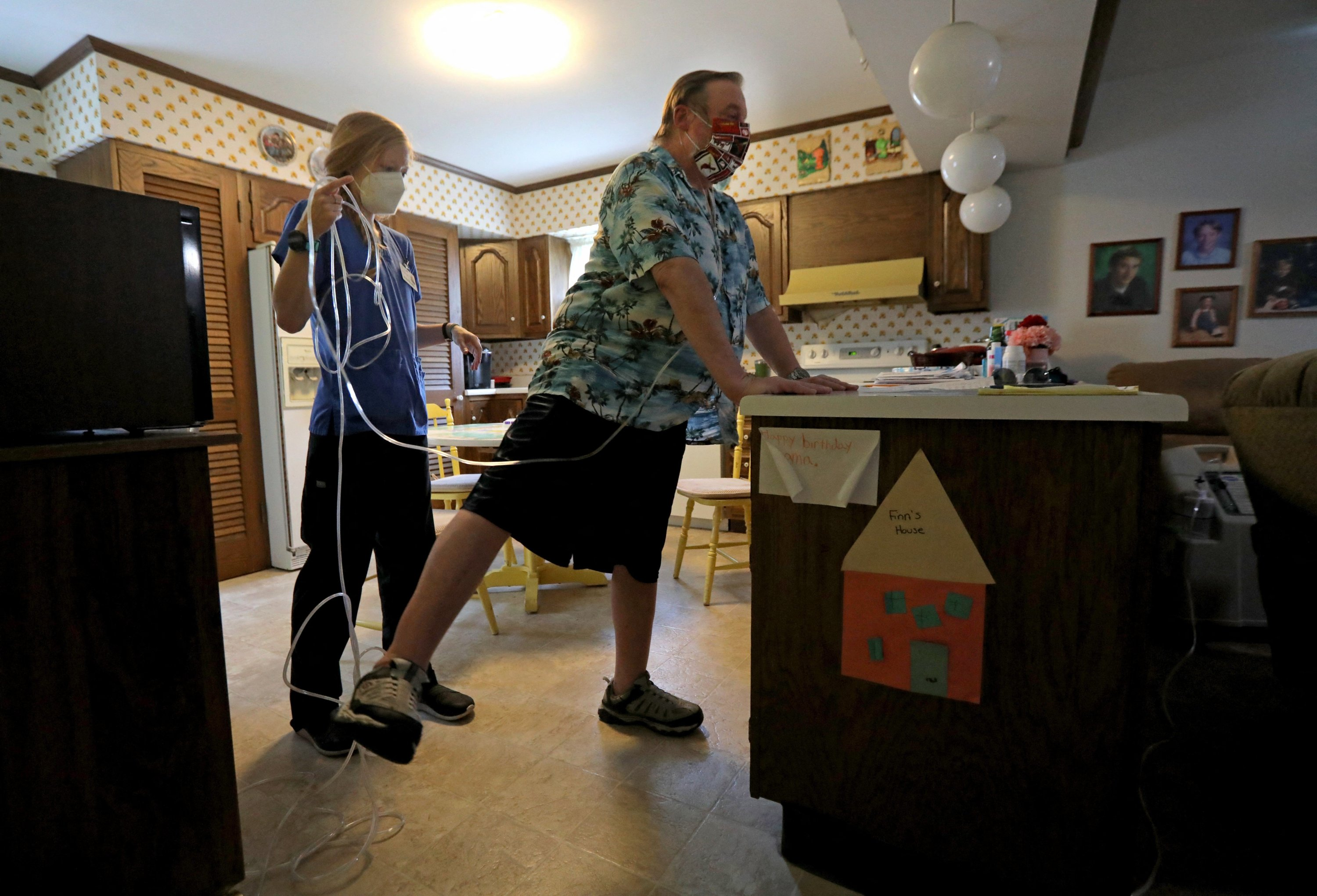 'I am grateful that I am living and getting my life back,' said COVID-19 survivor John Lincoln, who works on regaining balance and strength during a physical therapy session with PRN Kristy Schwarzkopf at his home in Carondelet Gardens, Missouri, U.S. Aug. 3, 2020. (Laurie Skrivan/St. Louis Post-Dispatch/TNS/ABACAPRESS.COM via REUTERS)