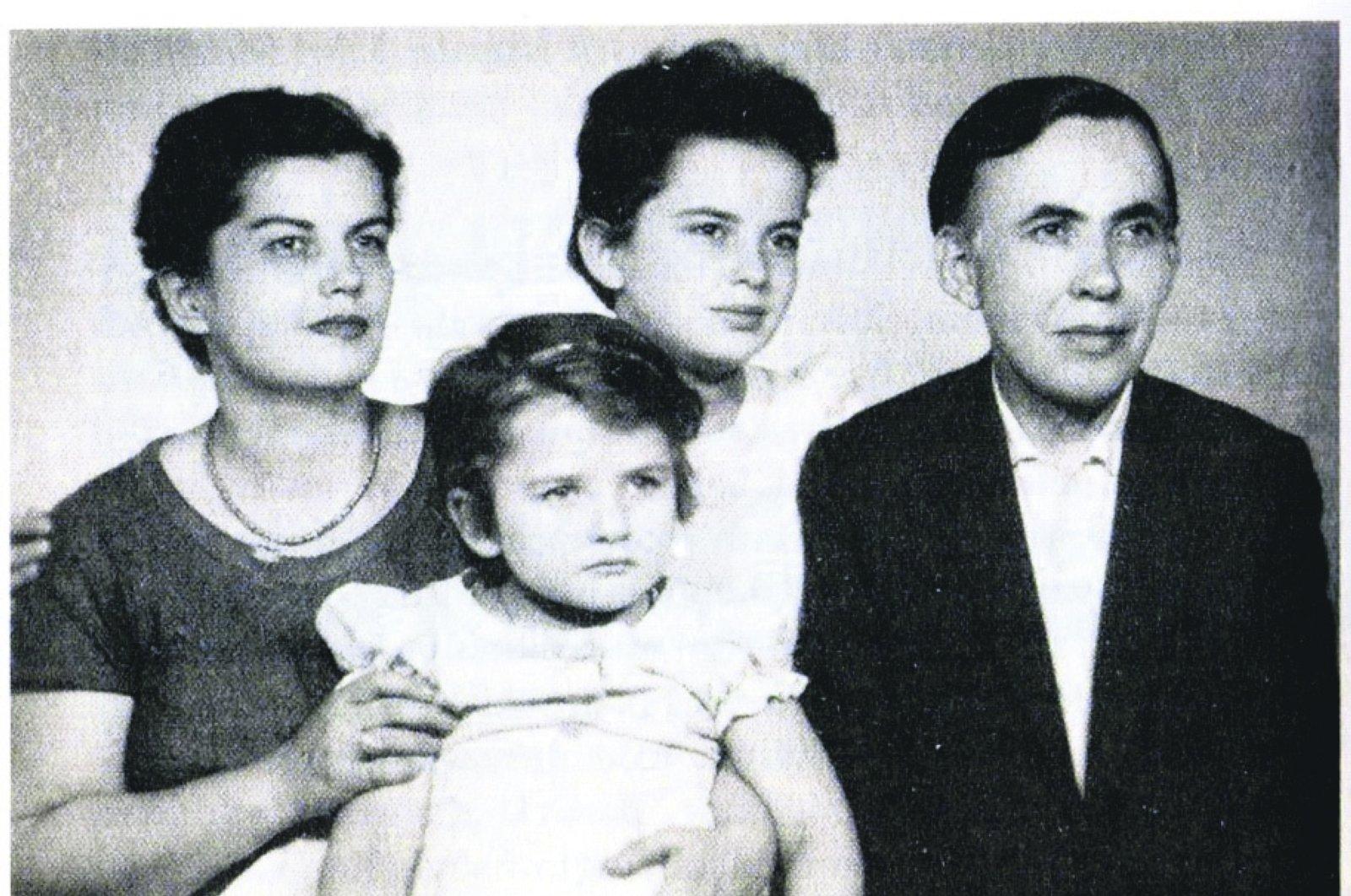 Behçet Necatigil (R) with his wife Huriye Korkut (L) and their daughters Ayşe and Selma (C).