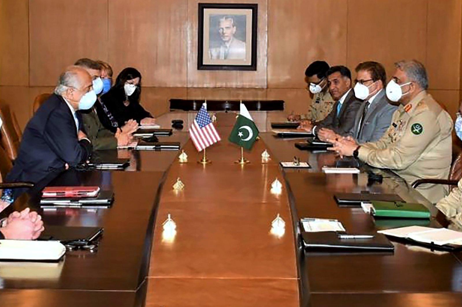 A U.S. delegation headed by peace envoy for Afghanistan, Zalmay Khalilzad (3rd L) hold talks with Pakistan's army chief, Gen. Qamar Javed Bajwa, (2nd R), Rawalpindi, northeastern Pakistan, Sept. 14, 2020. (AP Photo)