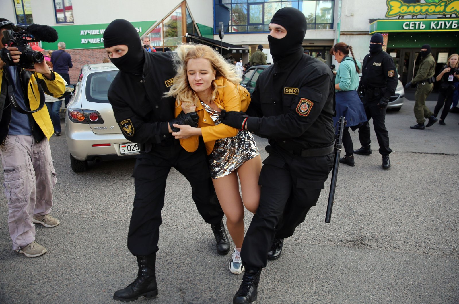 Riot police detain a woman during a rally to protest against the Belarus presidential election results in Minsk on September 19, 2020. (AFP Photo)