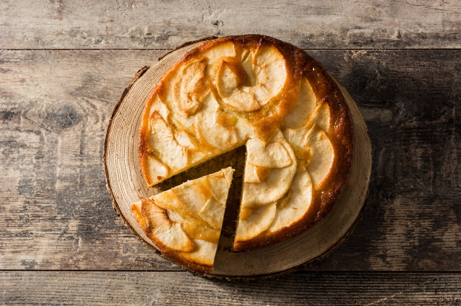 An apple cake is easier and less time-consuming than baking an intricate pie. (iStock Photo)