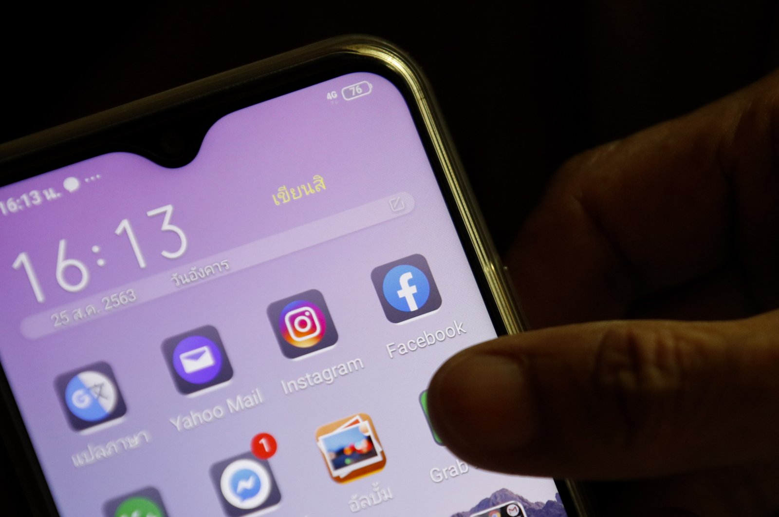 A Facebook application icon (R) is seen on a mobile phone in Bangkok, Thailand, 25 August 2020. (EPA File Photo)
