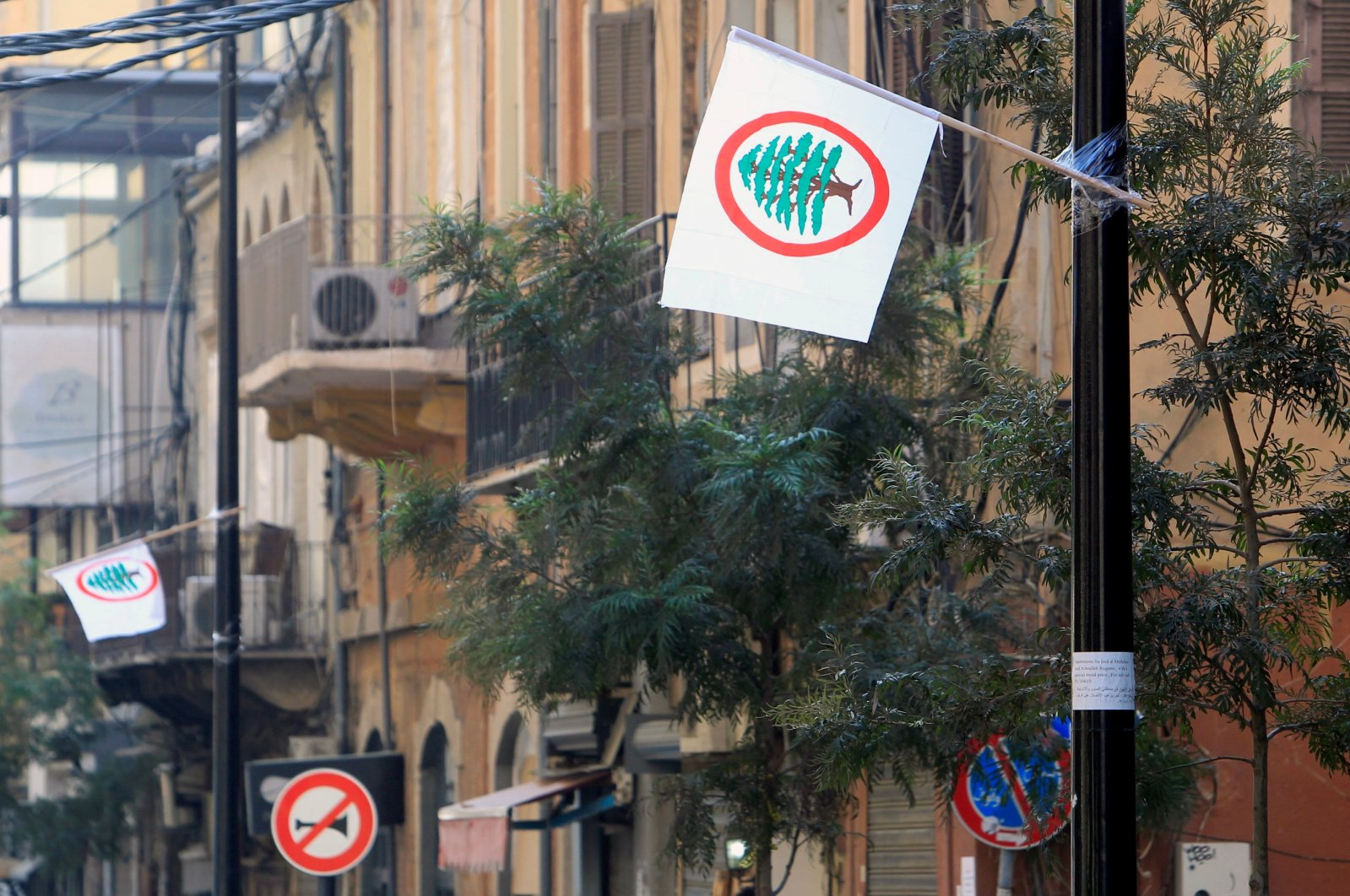 Flags of Lebanese Forces, a christian political party, flutter in Beirut, Lebanon September 16, 2020. Picture taken September 16, 2020. (Reuters Photo)