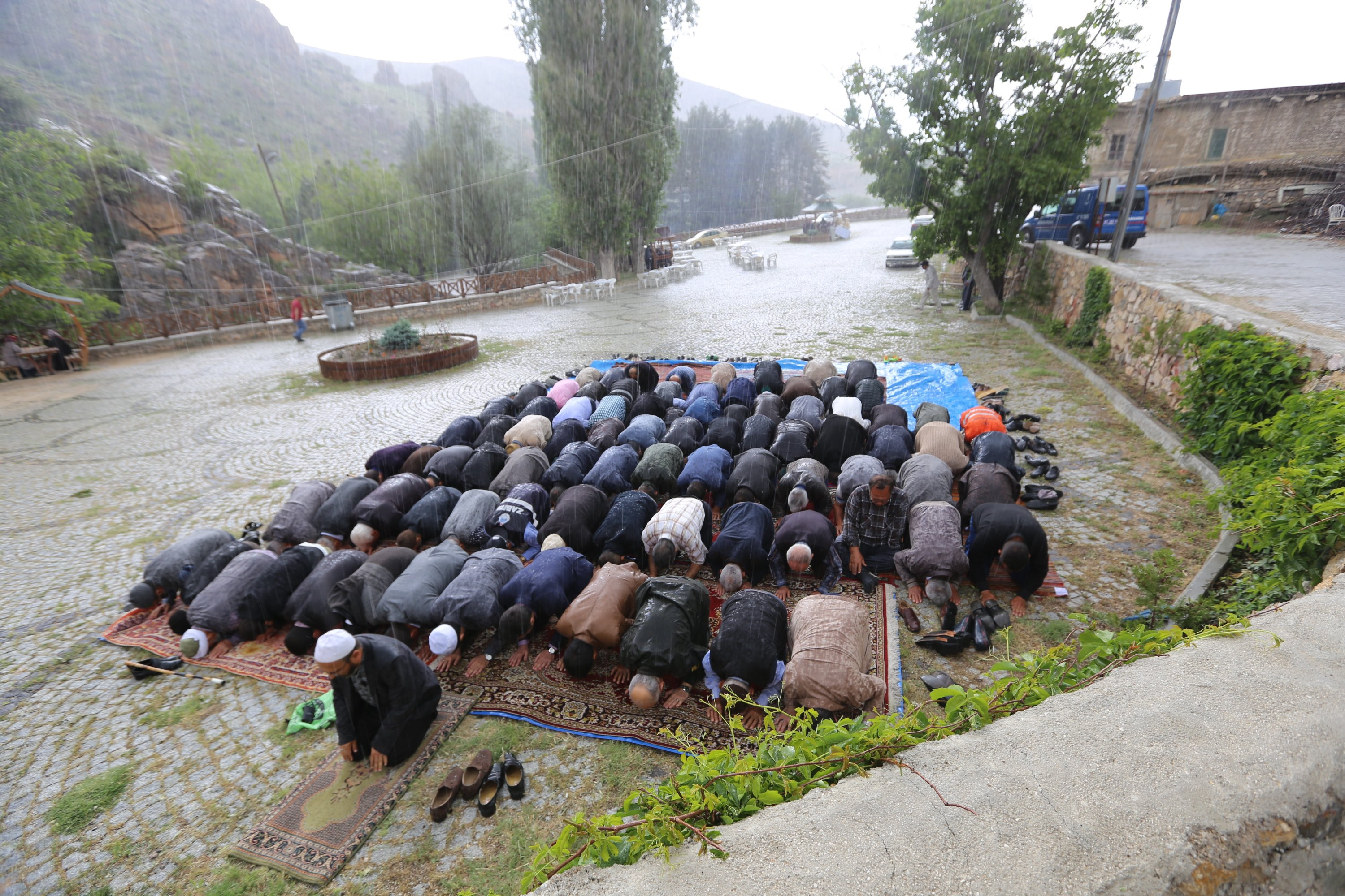 Rain poured down while a congregation was holding rain prayers in Konya's Halkanpınar district, central Turkey, May 20, 2017. (AA Photo)
