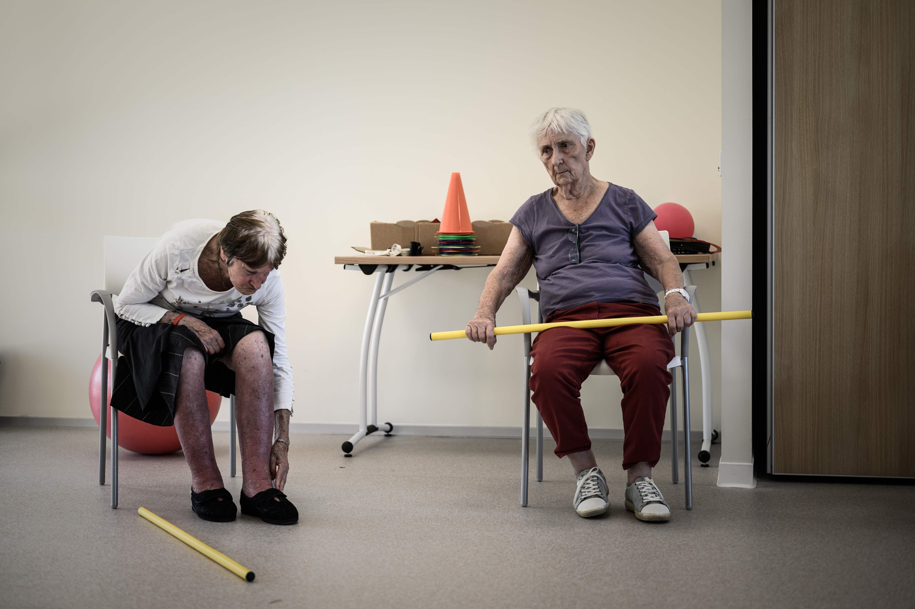 Alzheimer's patients engage in physical activity in the village Landais Alzheimer site for Alzheimer's patients in Dax, southwestern France, Sept. 9, 2020. (AFP Photo)