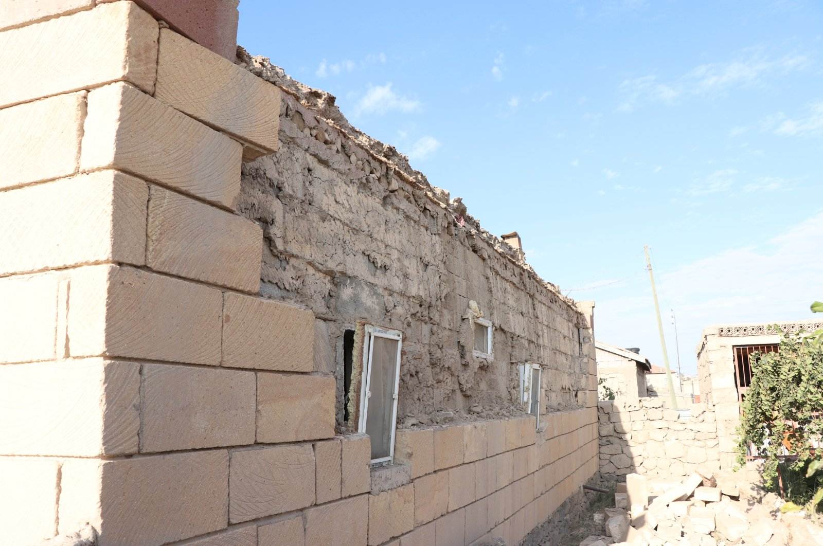 Ruined building after earthquake in Niğde, Turkey, Sep. 21, 2020. (AA Photo)