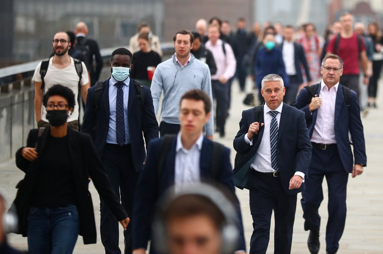 Commuters walk across the London Bridge during the morning rush hour, amid the coronavirus outbreak, in London, Britain, Sept. 21, 2020. (Reuters Photo)