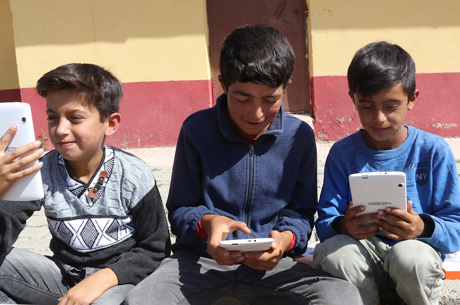 Children use tablet computers in Ağrı, eastern Turkey, Sept. 19, 2020. (İHA Photo)