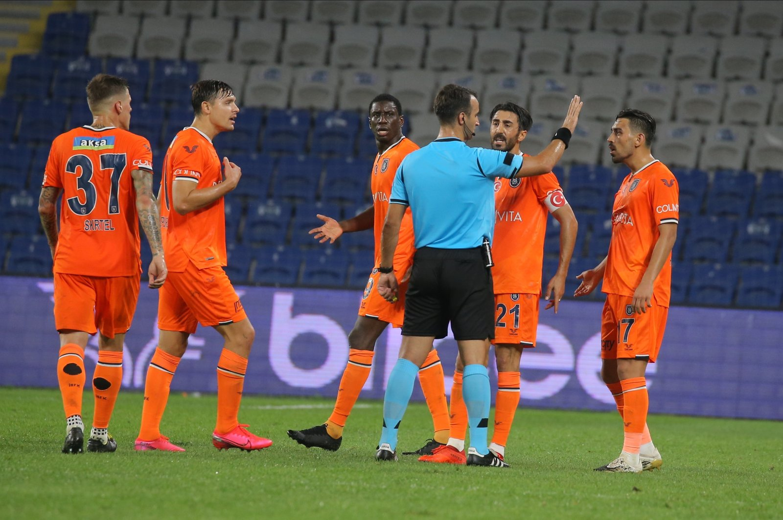 Başakşehir players react to a referee decision during a Süper Lig match against Galatasaray, in Istanbul, Turkey, Sept. 20, 2020. (IHA Photo)