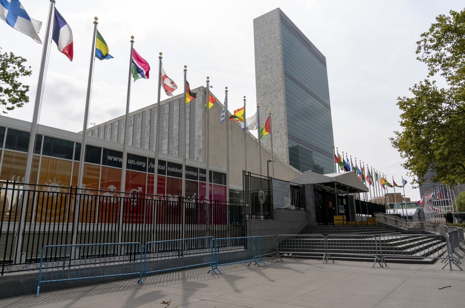 Metal barricades line the shuttered main entrance to the United Nations headquarters in New York City, New York, U.S., Sept. 18, 2020. (AP Photo)