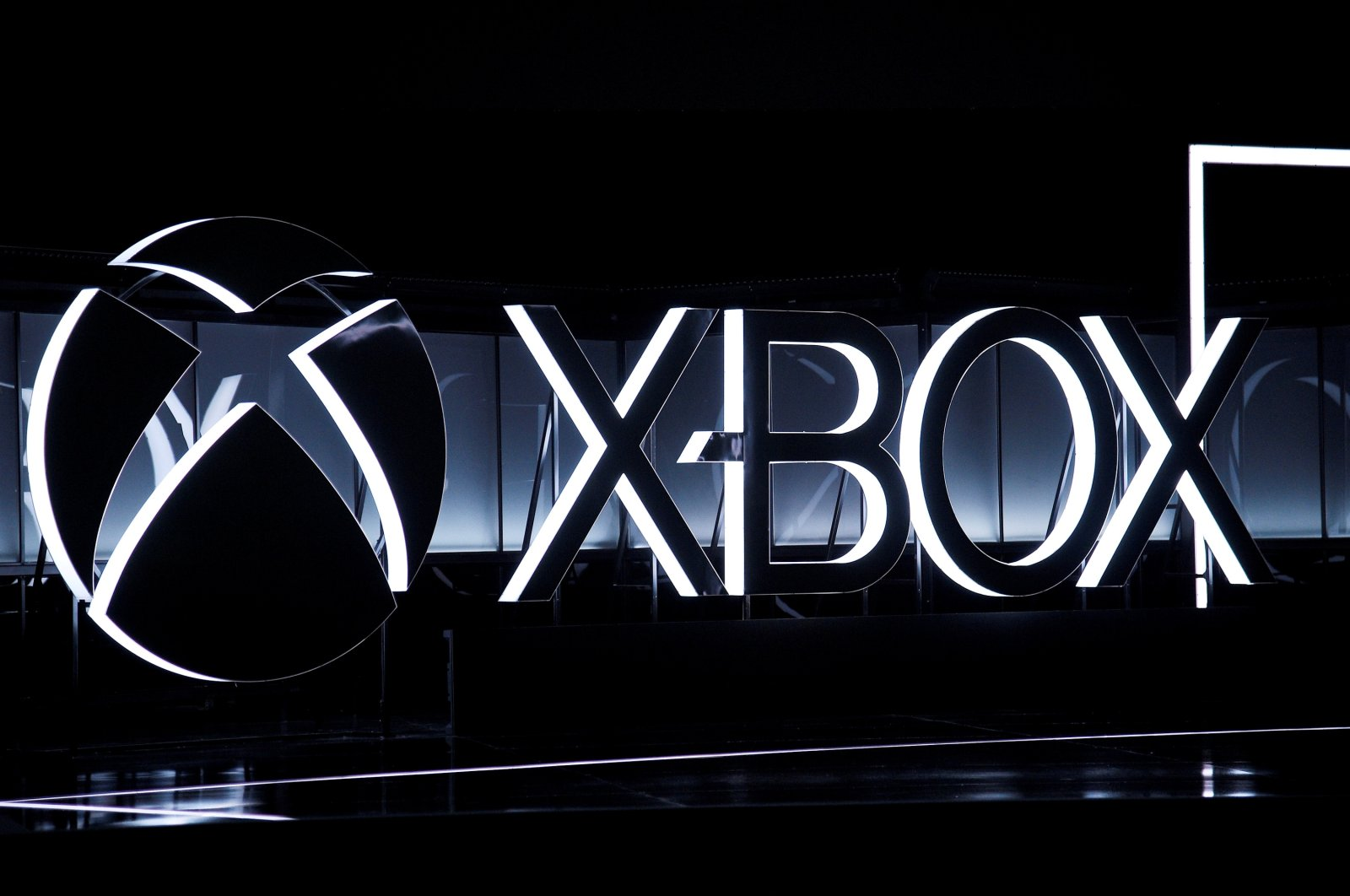 The Xbox logo is seen while gamers wait for the Microsoft Xbox E3 2017 media briefing in Los Angeles, California, U.S., June 11, 2017. (Reuters Photo)