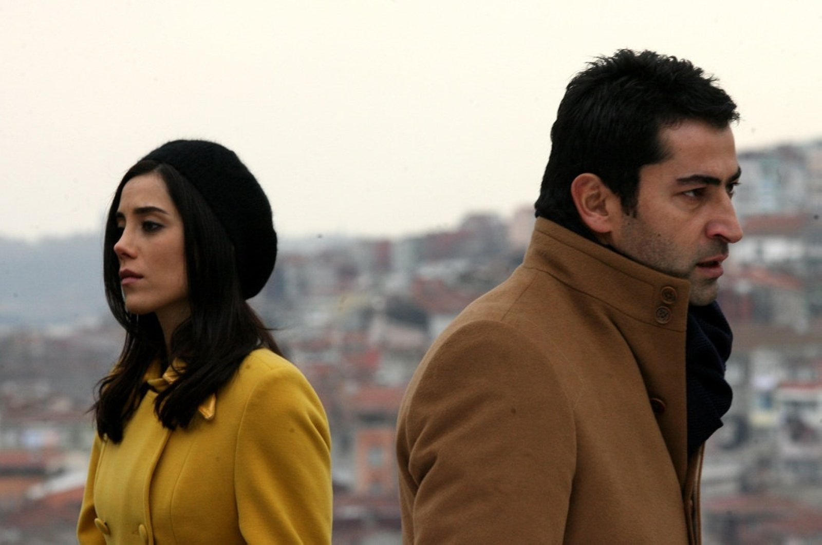 "A scene showing Kenan İmirzalıoğlu and Cansu Dere, stars of the famous Turkish TV series ""Ezel"" that is broadcast in many countries worldwide. (Sabah File Photo)"