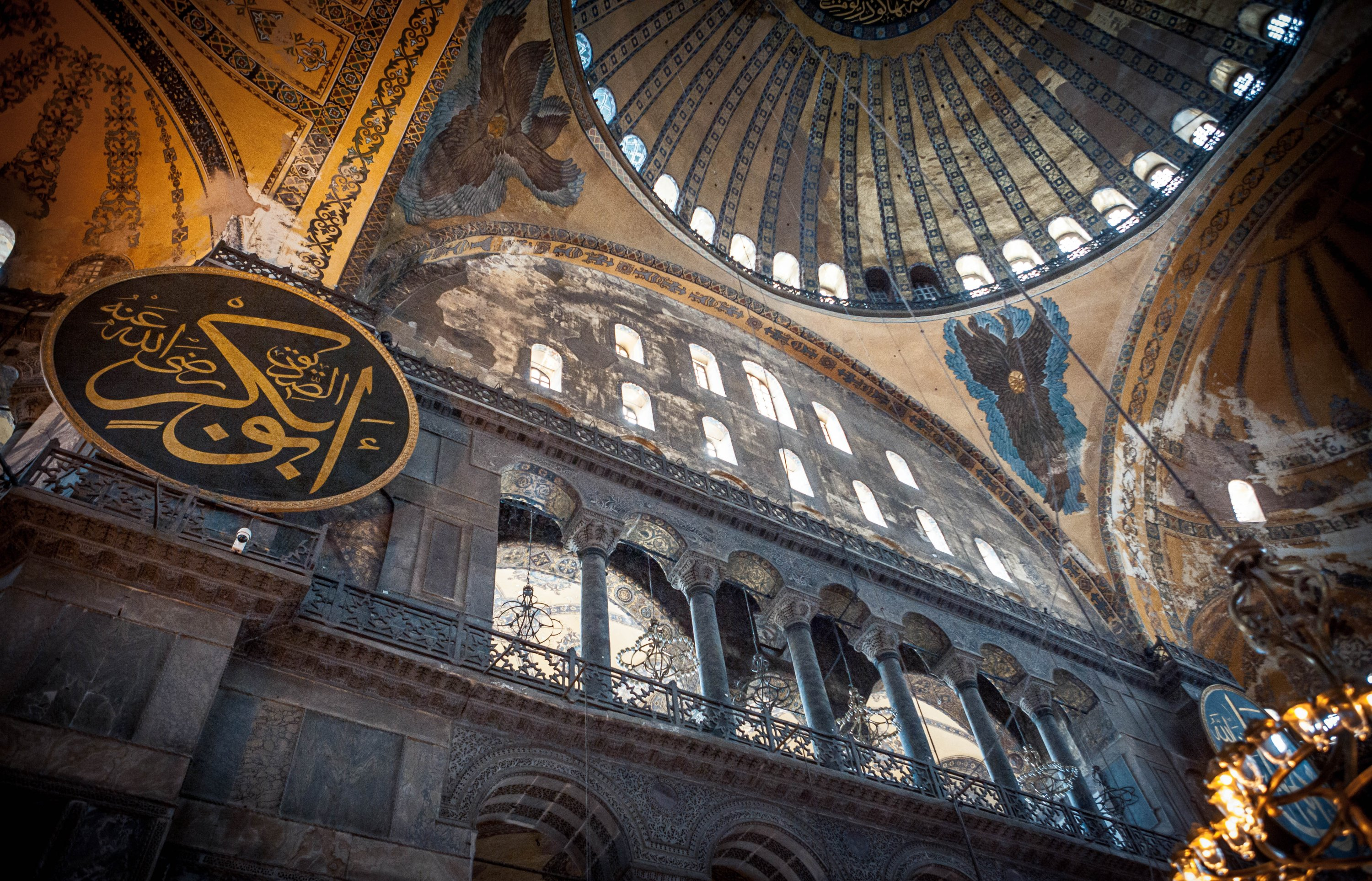 The interior of Hagia Sophia, which was put under protection with a foundation established by Sultan Mehmed II. (Photo by Hatice Çınar)