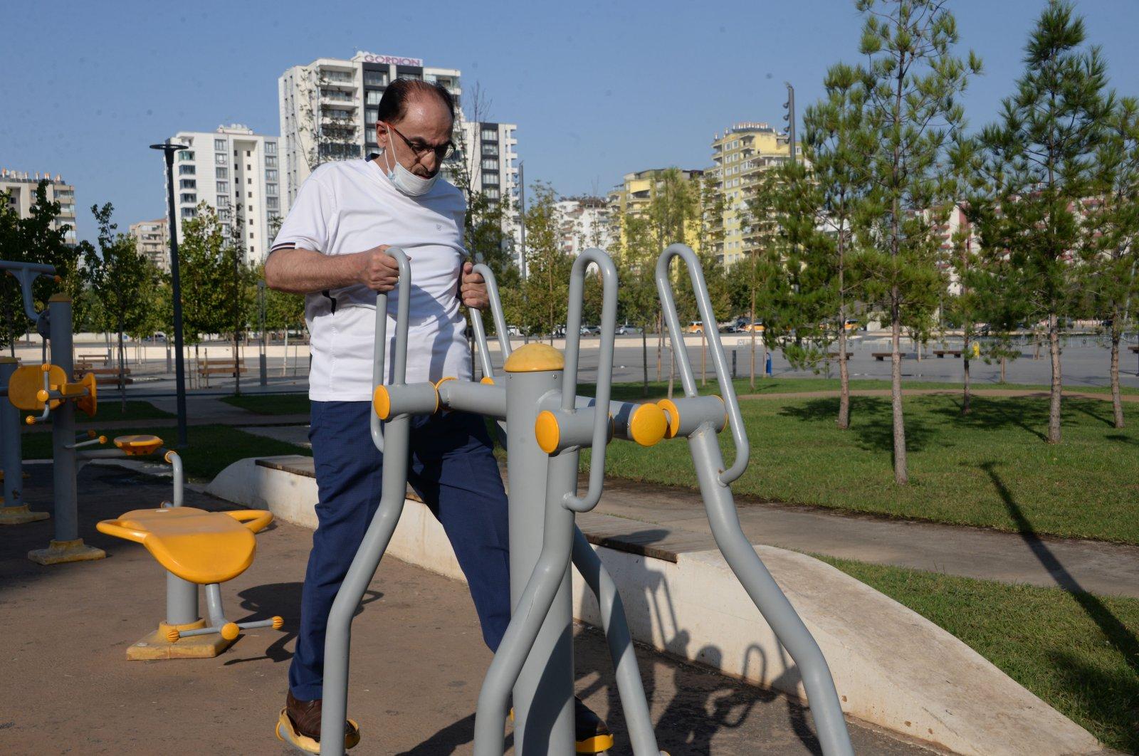 Şükrü Abay exercises in a park in Diyarbakır, southeastern Turkey, Sept. 23, 2020. (DHA Photo)