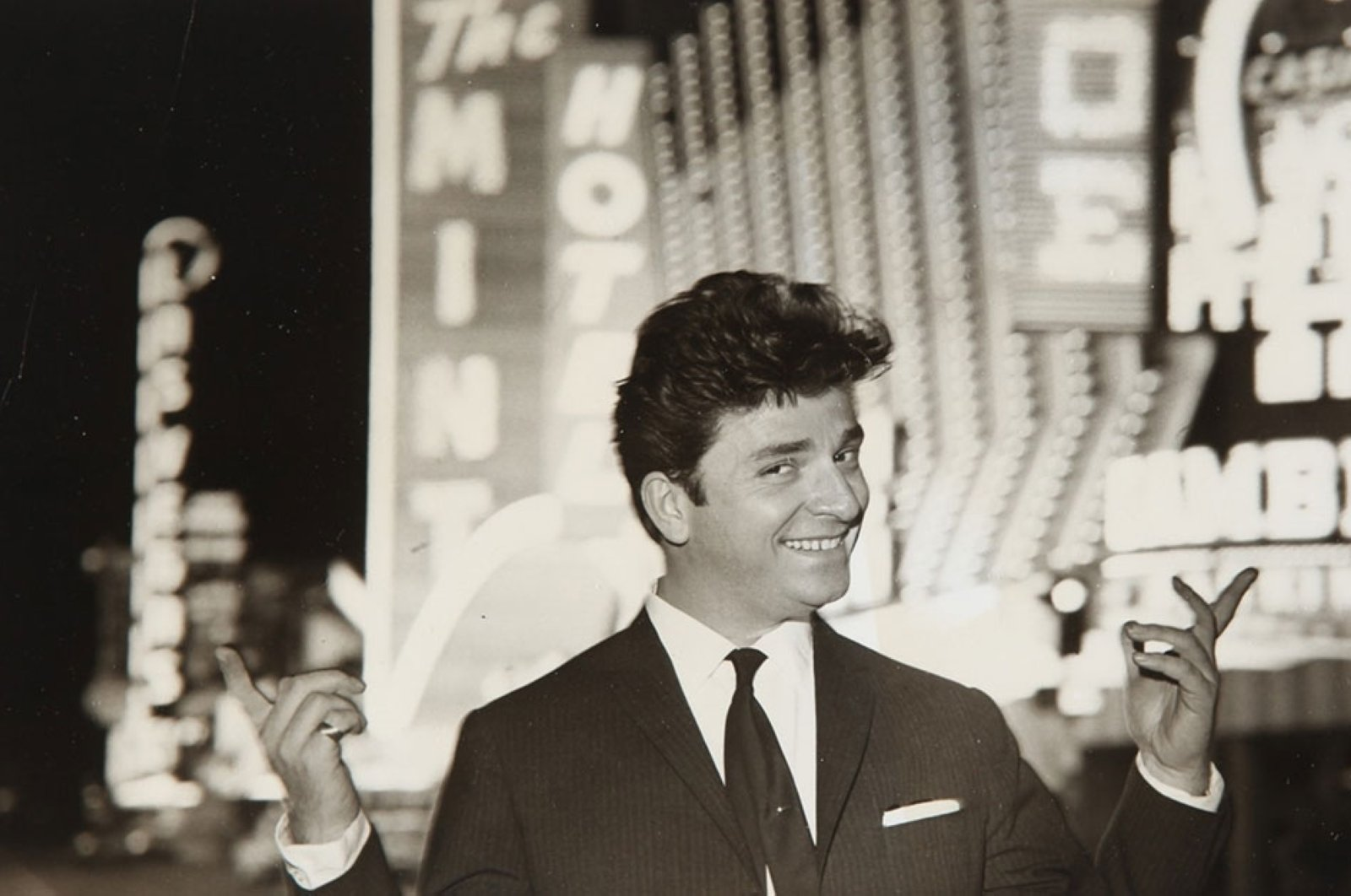 A photo from Zeki Müren's trip to the United States in 1963. (AA PHOTO)