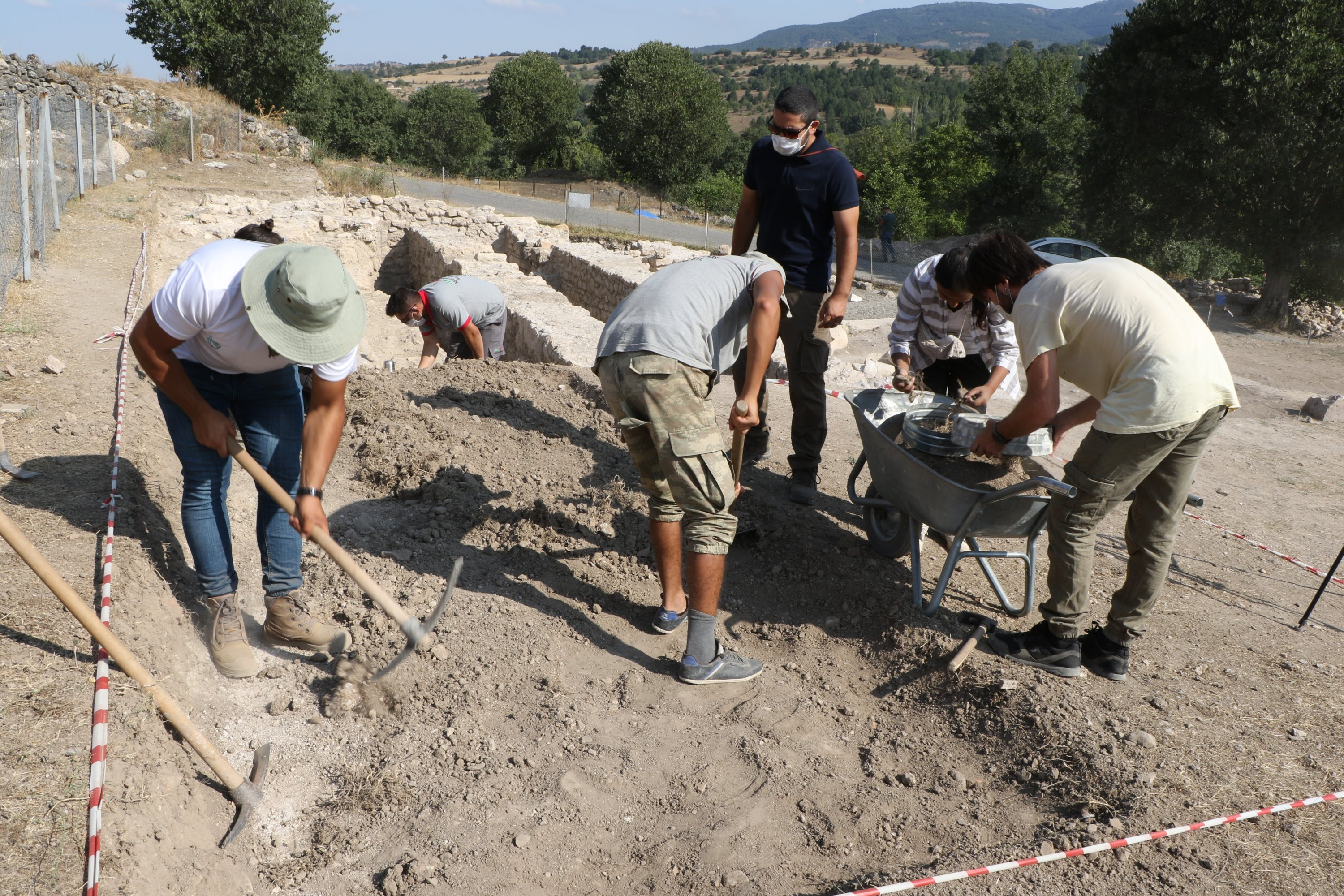 Archaeologists work in the ancient city of Hadrianopolis, Karabük, northern Turkey, Sept. 20, 2020. (İHA PHOTO)