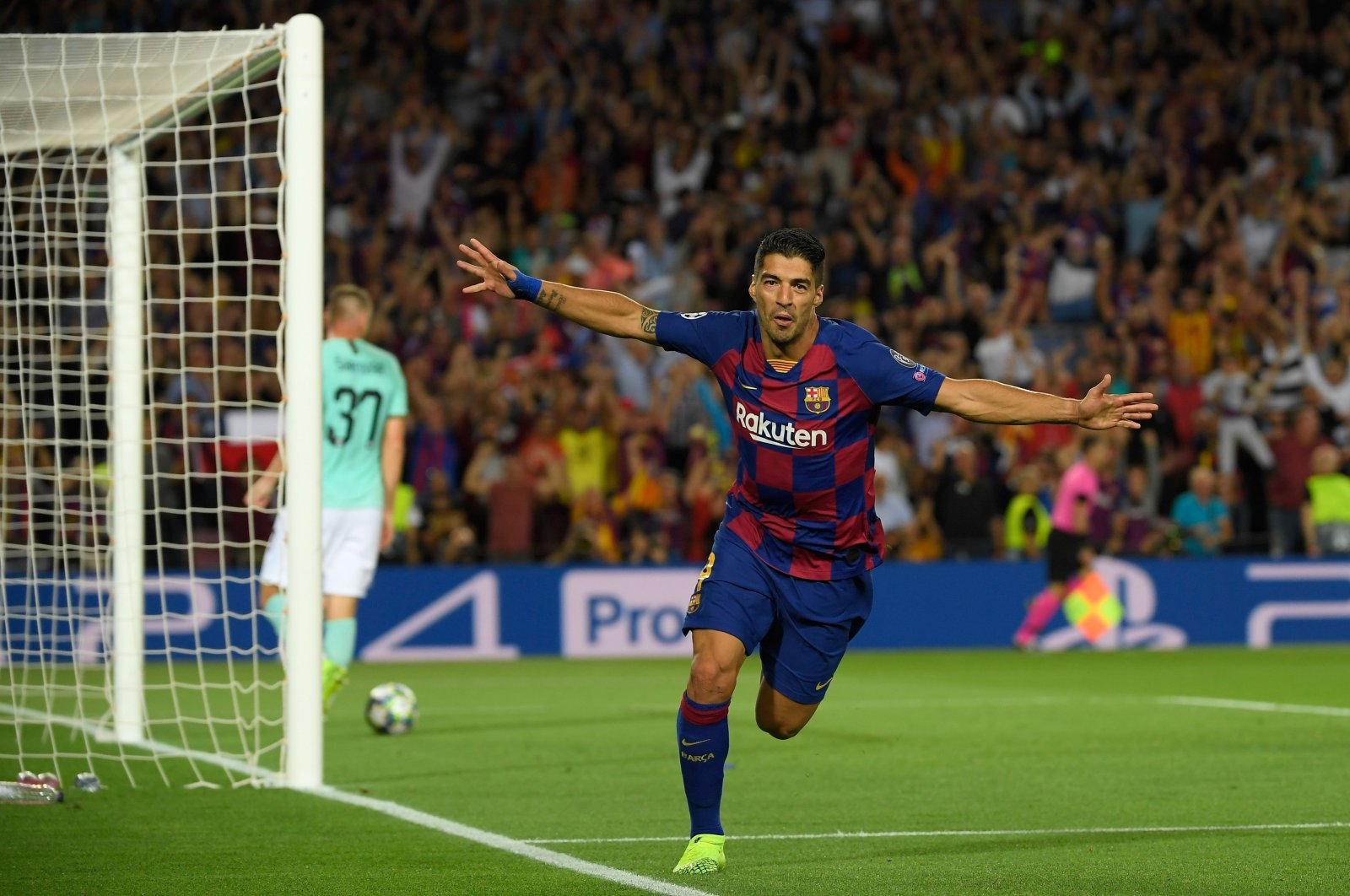 Barcelona's Uruguayan forward Luis Suarez celebrates after scoring the second goal during the UEFA Champions League Group F football match between Barcelona and Inter Milan at the Camp Nou stadium in Barcelona, Oct. 02, 2019. (AFP Photo)