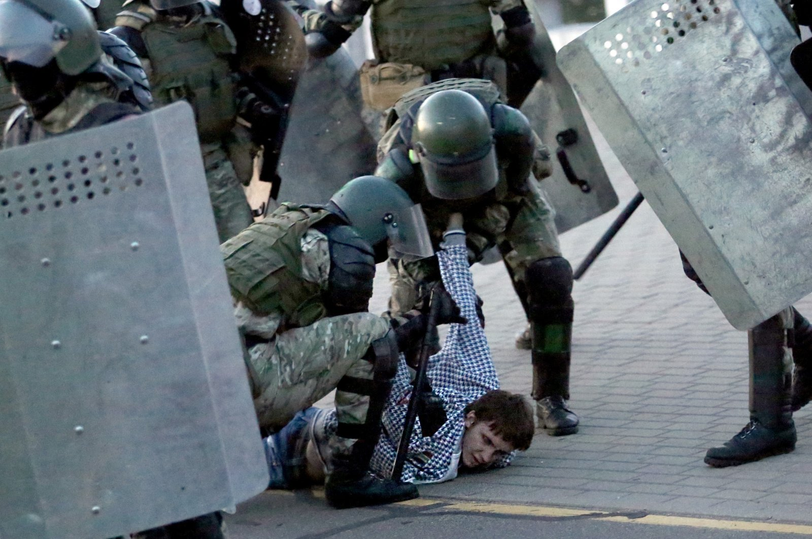 Law enforcement officers detain a man during an opposition rally to protest against the presidential inauguration, Minsk, Belarus, Sept. 23, 2020. (AFP Photo)