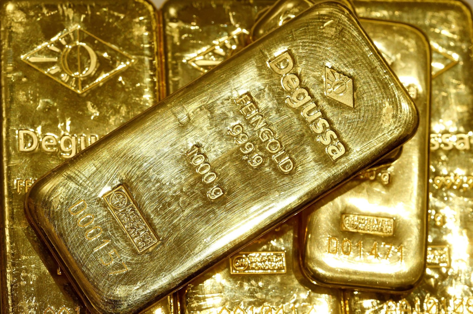 Gold bars are seen in the vault of the branch office of precious metal trader Degussa in Zurich, Switzerland, April 19, 2013.  (Reuters Photo)