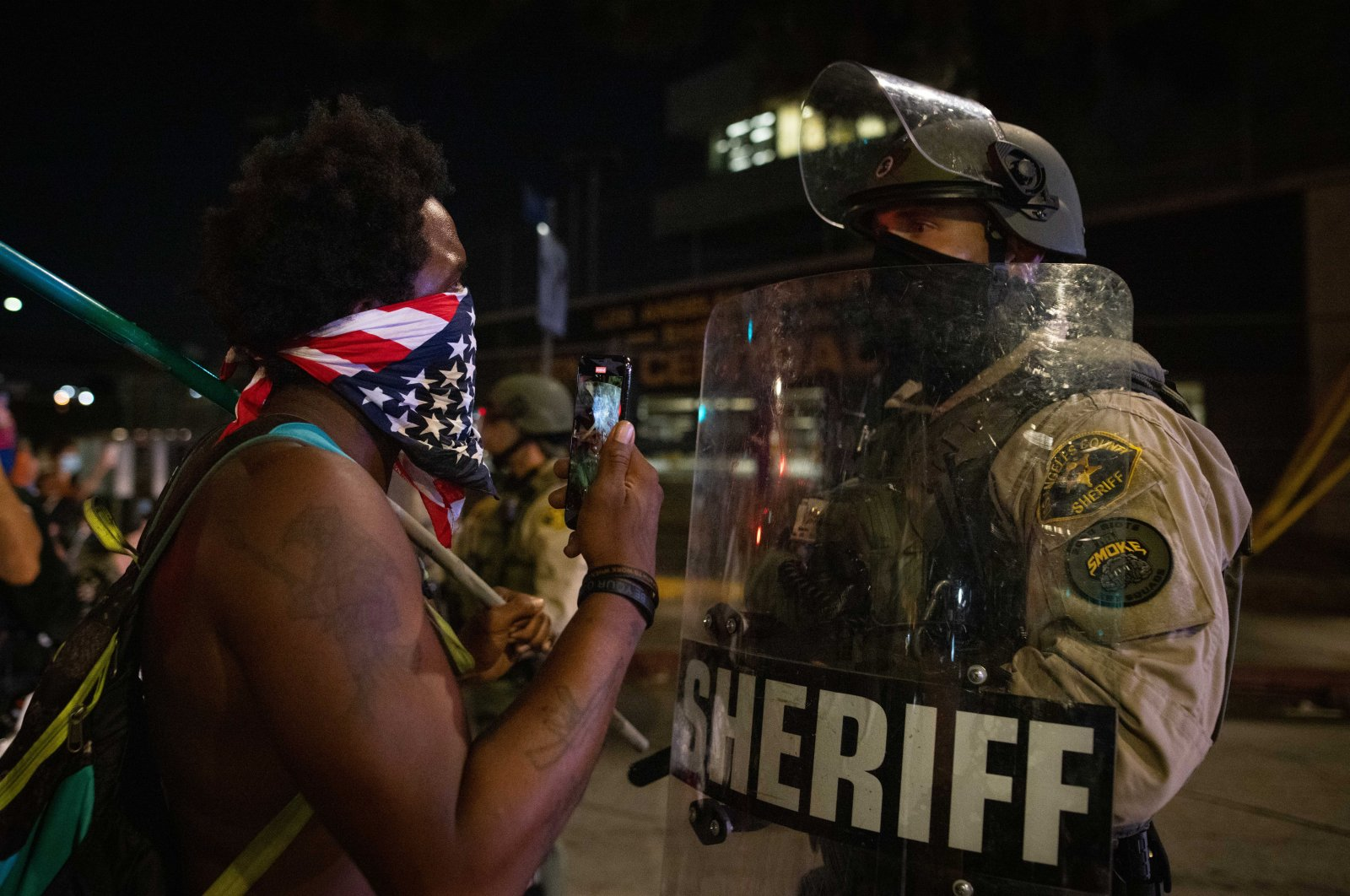A Los Angeles Sherriff's deputy speaks with a Black Lives Matter protester during a protest in Los Angeles, California, U.S., Aug. 25, 2020. (EPA Photo)