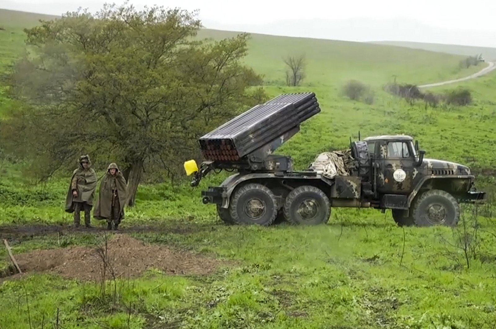 Armenian soldiers pass a Grad missile launcher in the village of Mardakert, in Armenian-occupied Nagorno-Karabakh, Azerbaijan, April 3, 2016.(AP Photo)