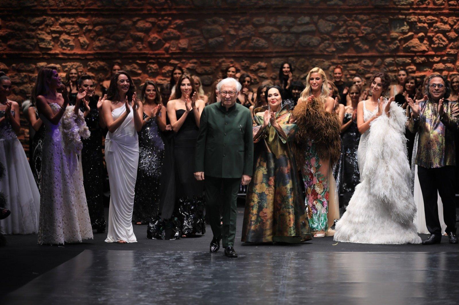 Yıldırım Mayruk (C) receives applause during his last fashion show in Istanbul, Turkey, Sept. 24, 2020. (DHA Photo)