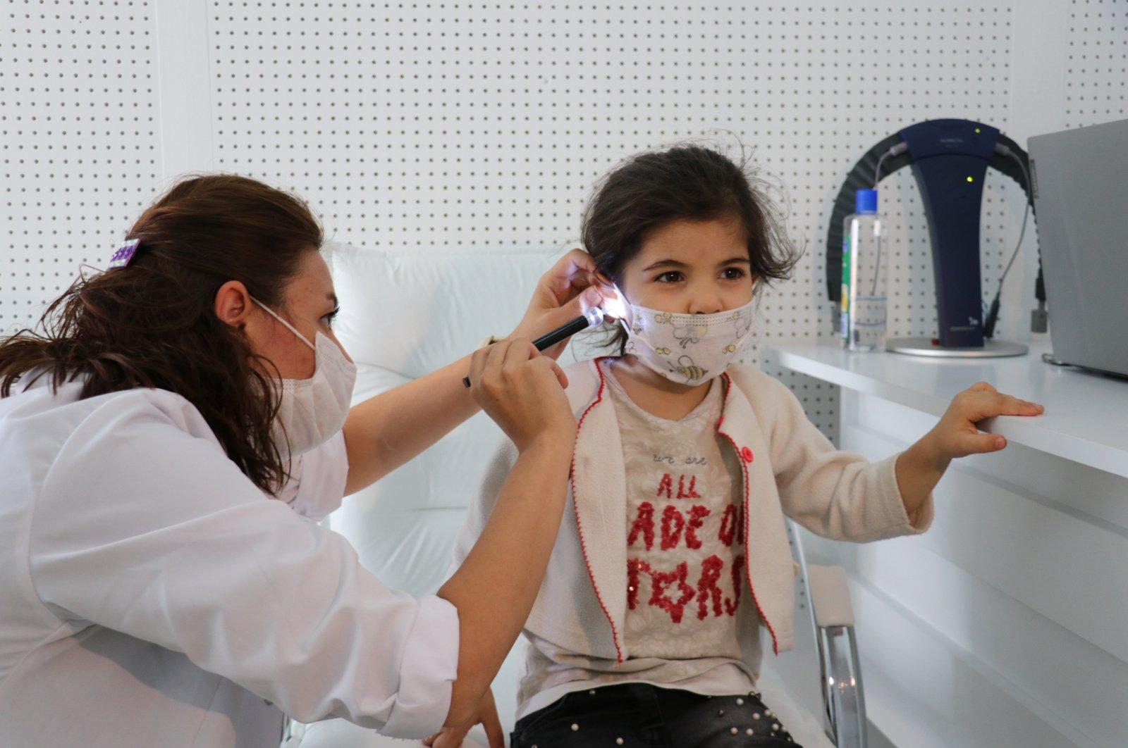A doctor checks the ear of Sara Afas in Kocaeli, northwestern Turkey, Sept. 24, 2020. (AA Photo)