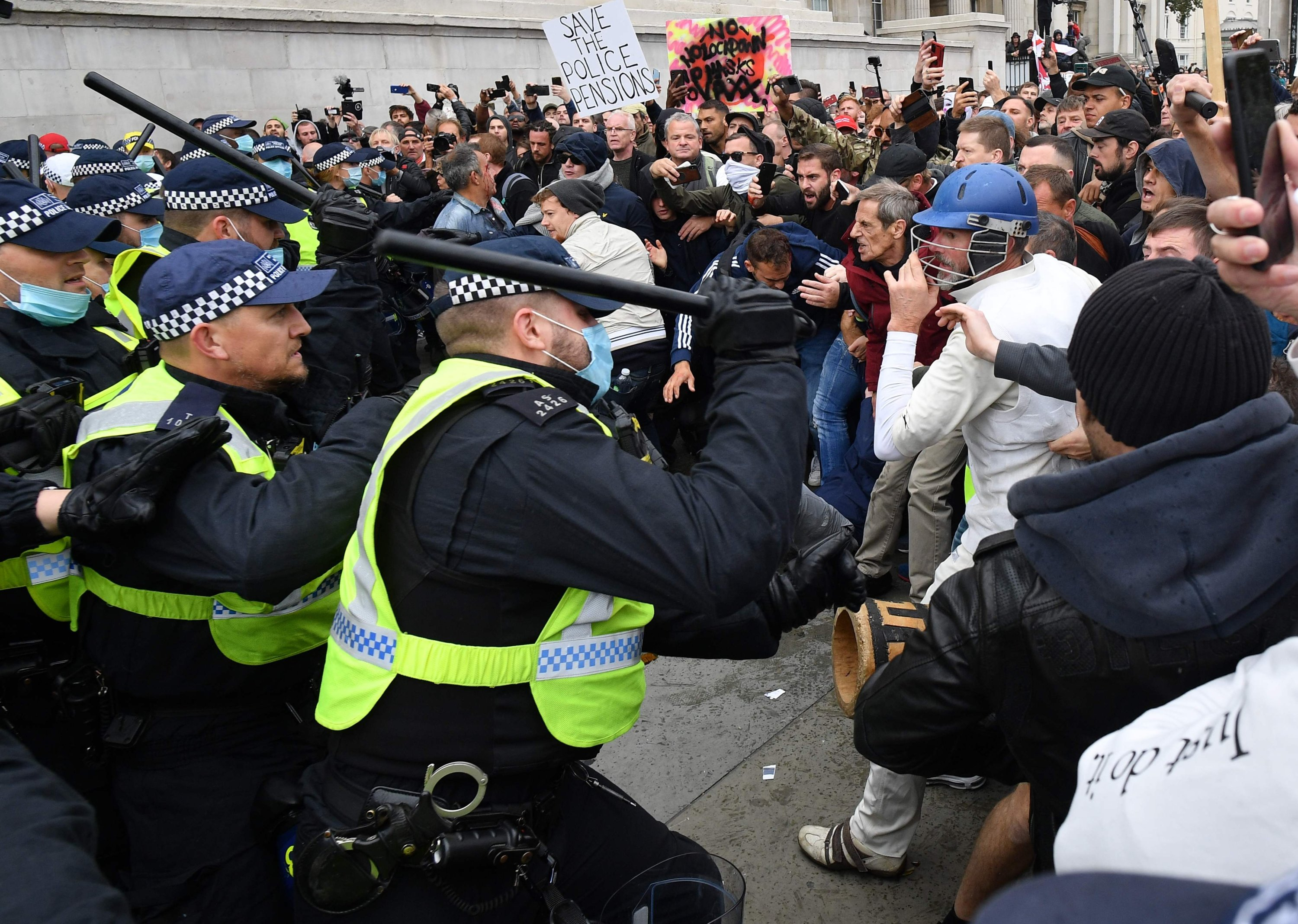 UK police clash with protesters at COVID-19 demonstration in London | Daily  Sabah