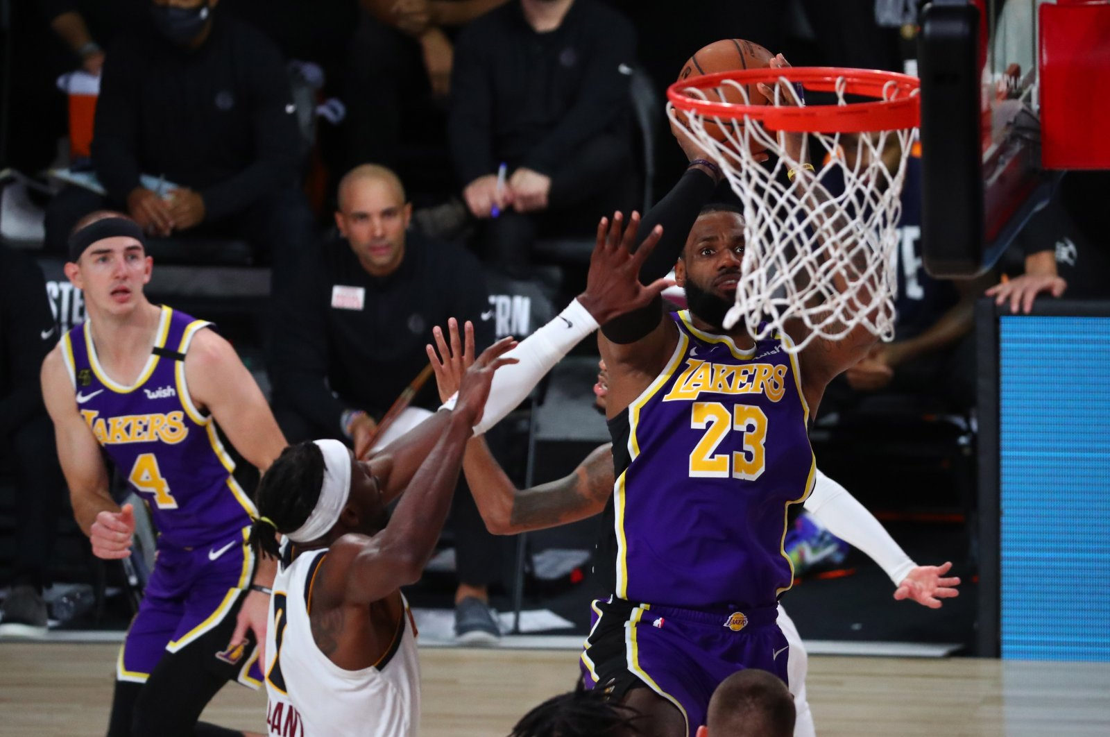 The Denver Nuggets' Jerami Grant (L) attempts to stop a shot by the Los Angeles Lakers' LeBron James (R) during a game in Lake Buena Vista, Florida, Sept. 26, 2020. (REUTERS Photo)