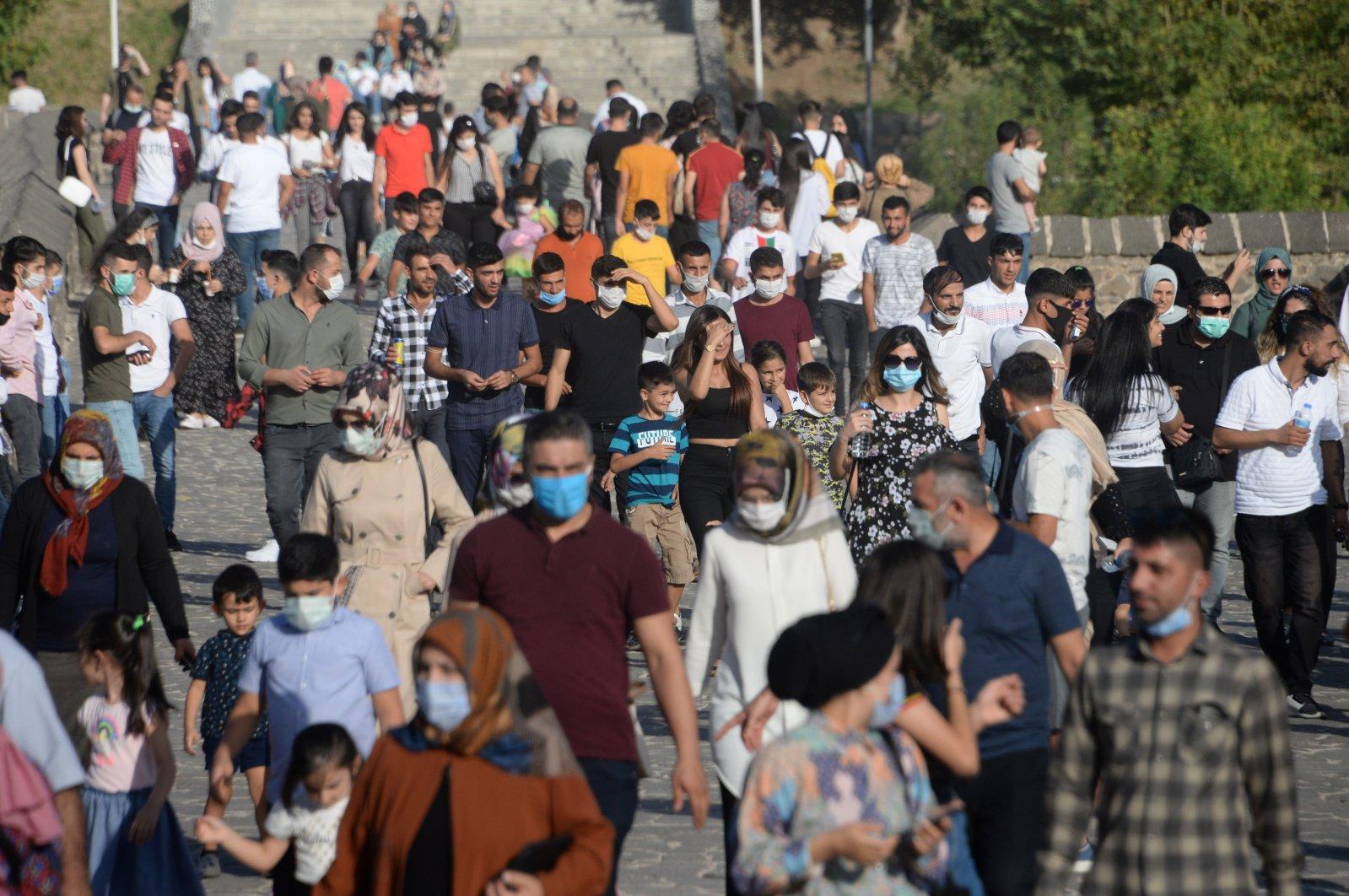 Local tourists visit the On Gözlü Bridge in Diyarbakır's Sur district on Sept. 27, 2020. (DHA Photo)