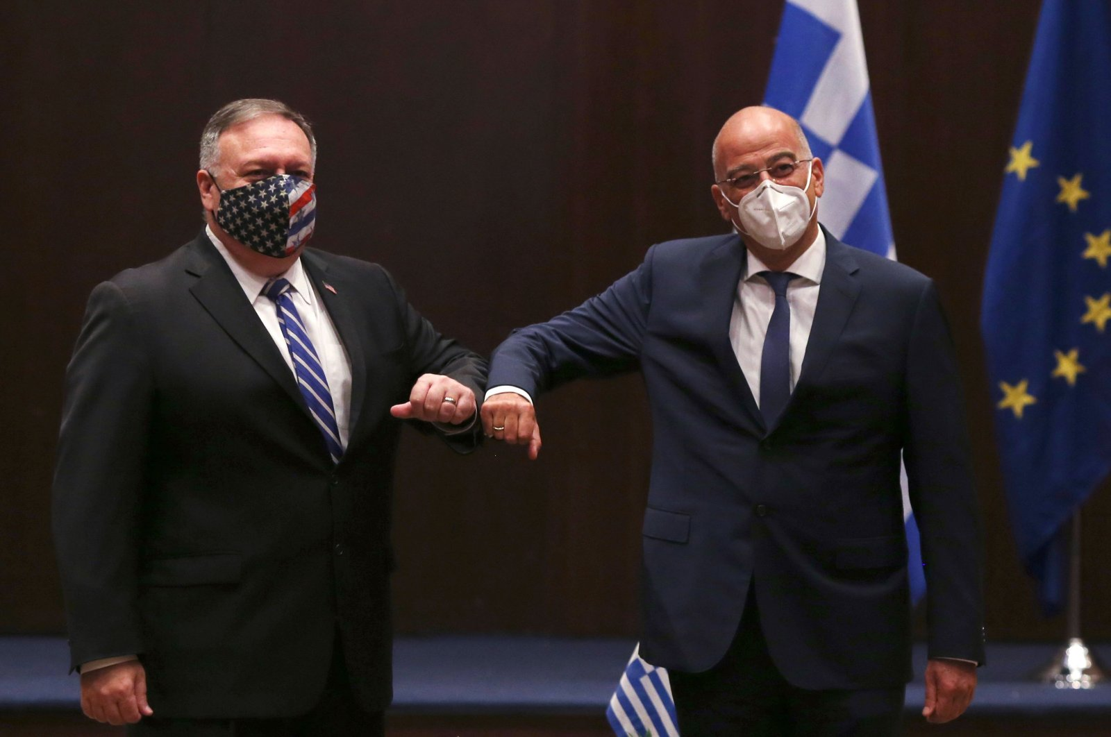 U.S. Secretary of State Mike Pompeo (L) and Greek Foreign Minister Nikos Dendias touch elbows during their meeting in the northern city of Thessaloniki, Sept. 28, 2020. (AFP Photo)