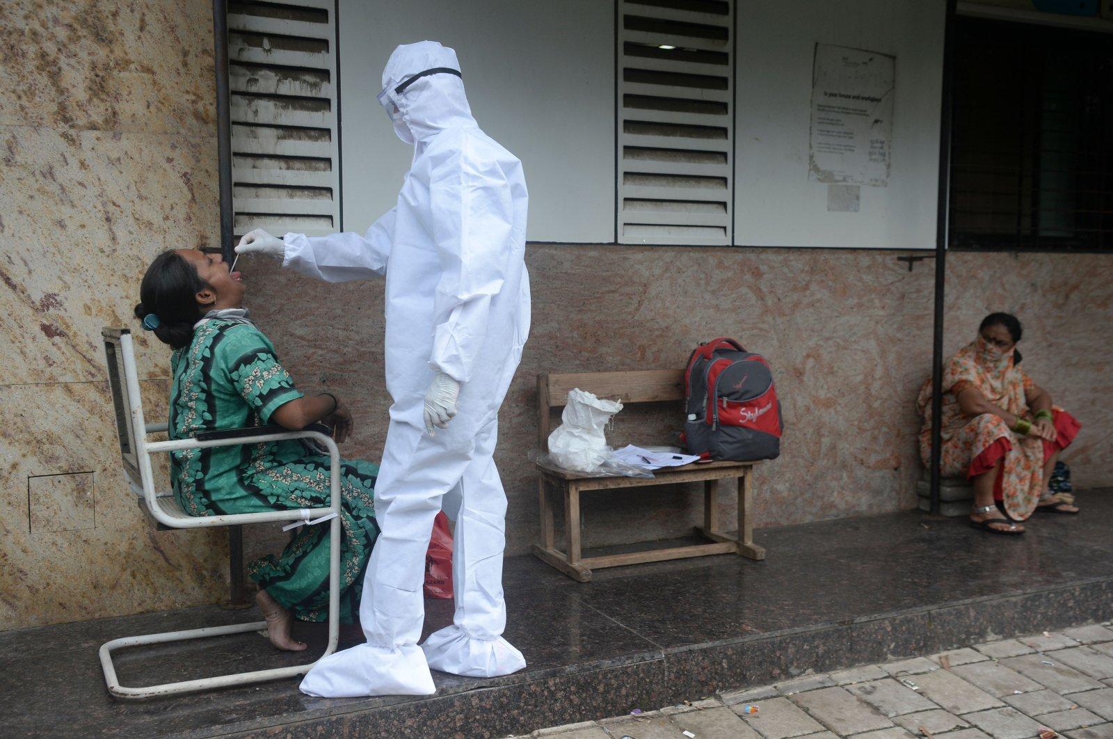 A health worker takes a throat swab during a COVID-19 screening in Mumbai on Sept. 25, 2020. (AFP Photo)