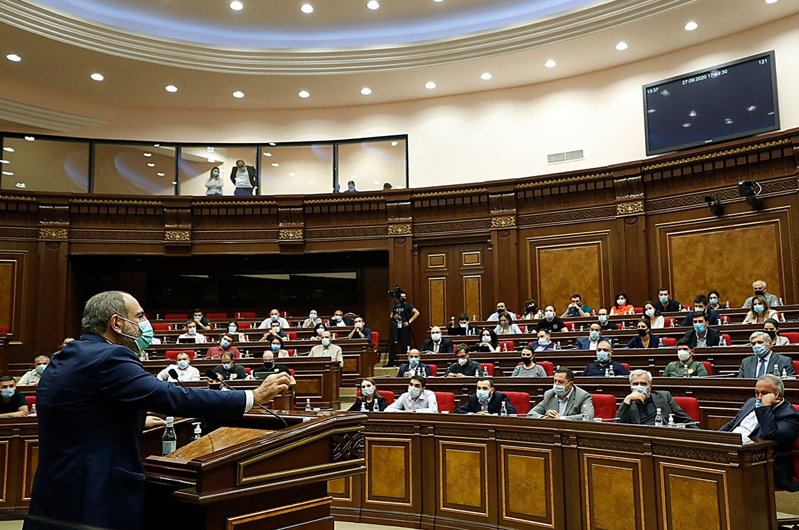 Armenian Prime Minister Nikol Pashinian gives a speech at the parliament in Yerevan, Armenia, Sept. 27, 2020. (Photo by Handout / Press service of Armenia's government / AFP)