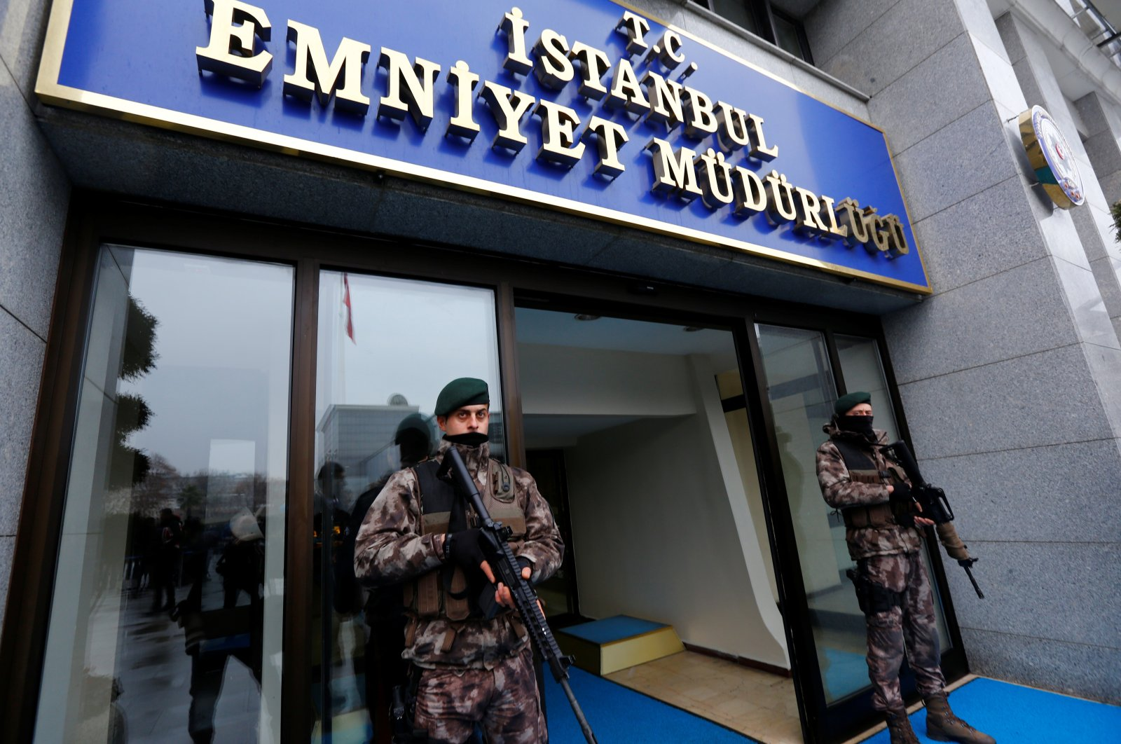 Members of the Turkish police special forces stand guard at the police headquarters in Istanbul, Turkey, January 17, 2017. (Reuters File Photo)