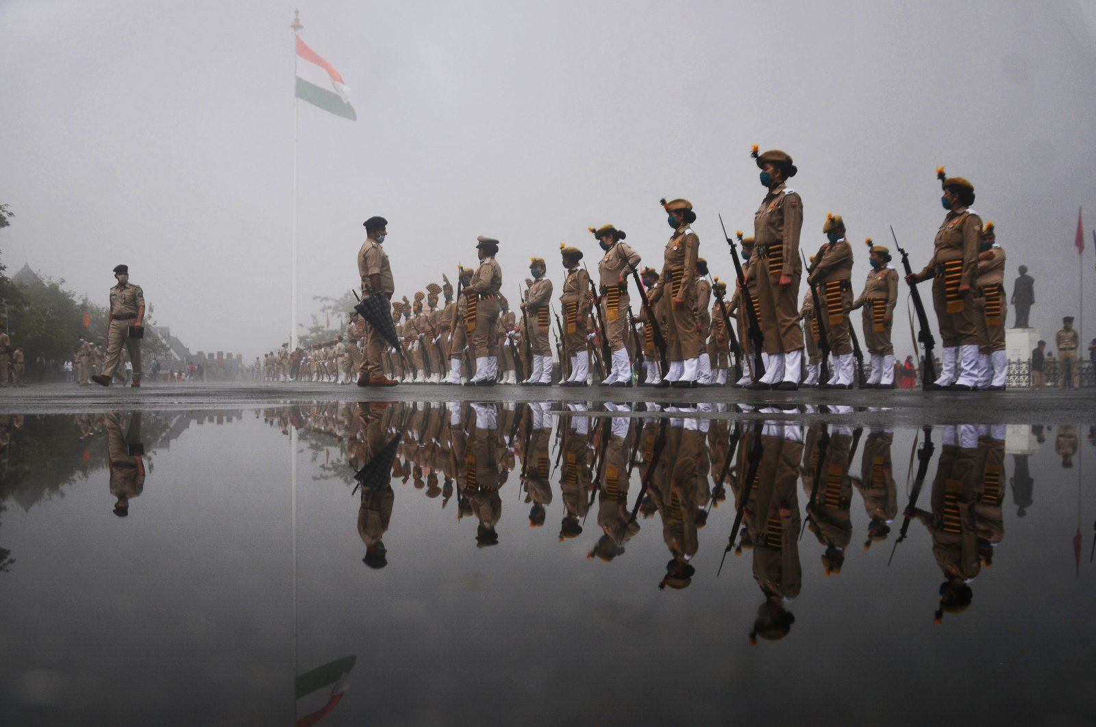 Indian police take part in a full dress rehearsal on the eve of the country's 74th Independence Day, which marks the end of British colonial rule, in the province of Shimla, India, Aug. 14, 2020. (AFP Photo)