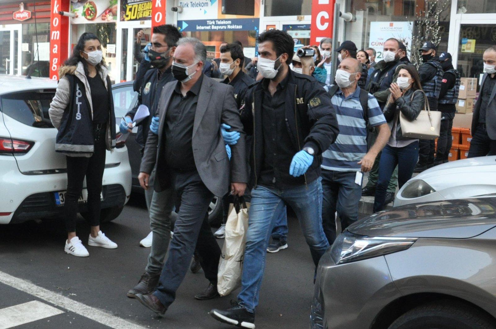 Police take Kars Mayor Ayhan Bilgen (C) into custody, Sept. 25, 2020. (IHA Photo)