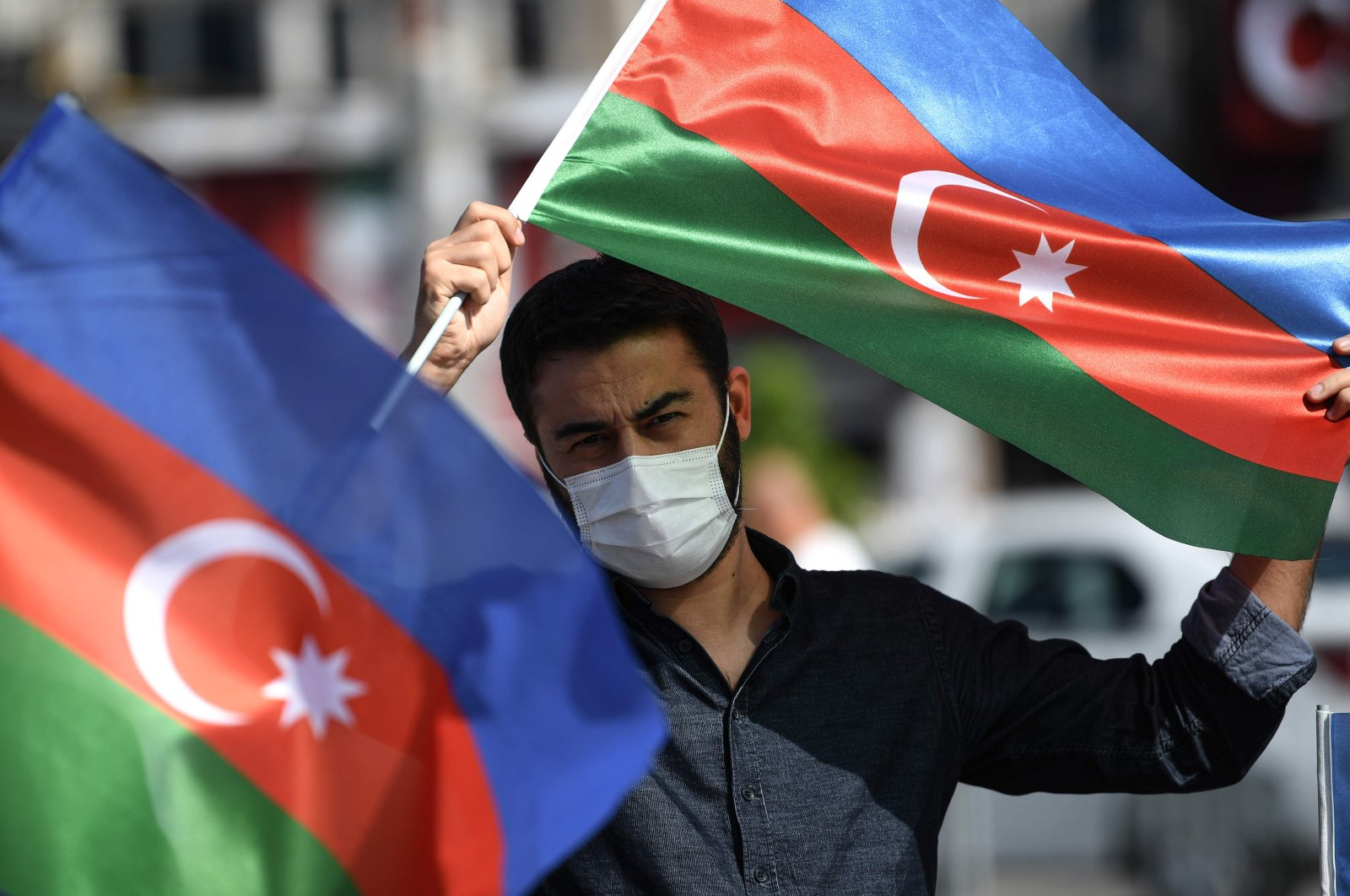 Demonstrators wave flags of Azerbaijan and Turkey in Istanbul, Oct. 1, 2020, during a protest supporting Azerbaijan. (AFP Photo)