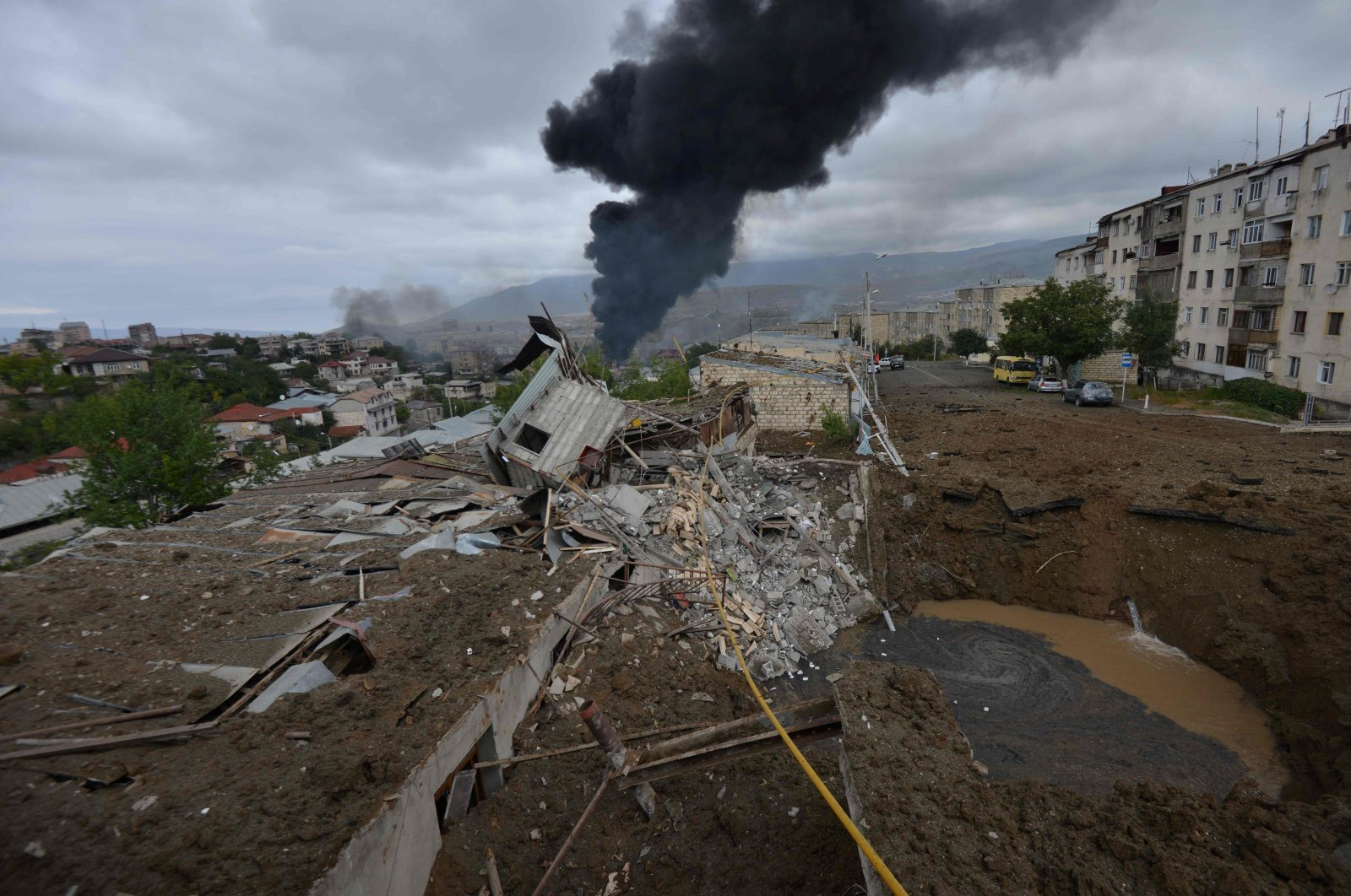 A view shows aftermath of recent shelling during the ongoing fighting between Armenia and Azerbaijan over the breakaway Nagorno-Karabakh region, in the disputed region's main city of Stepanakert on October 4, 2020. (AFP Photo)