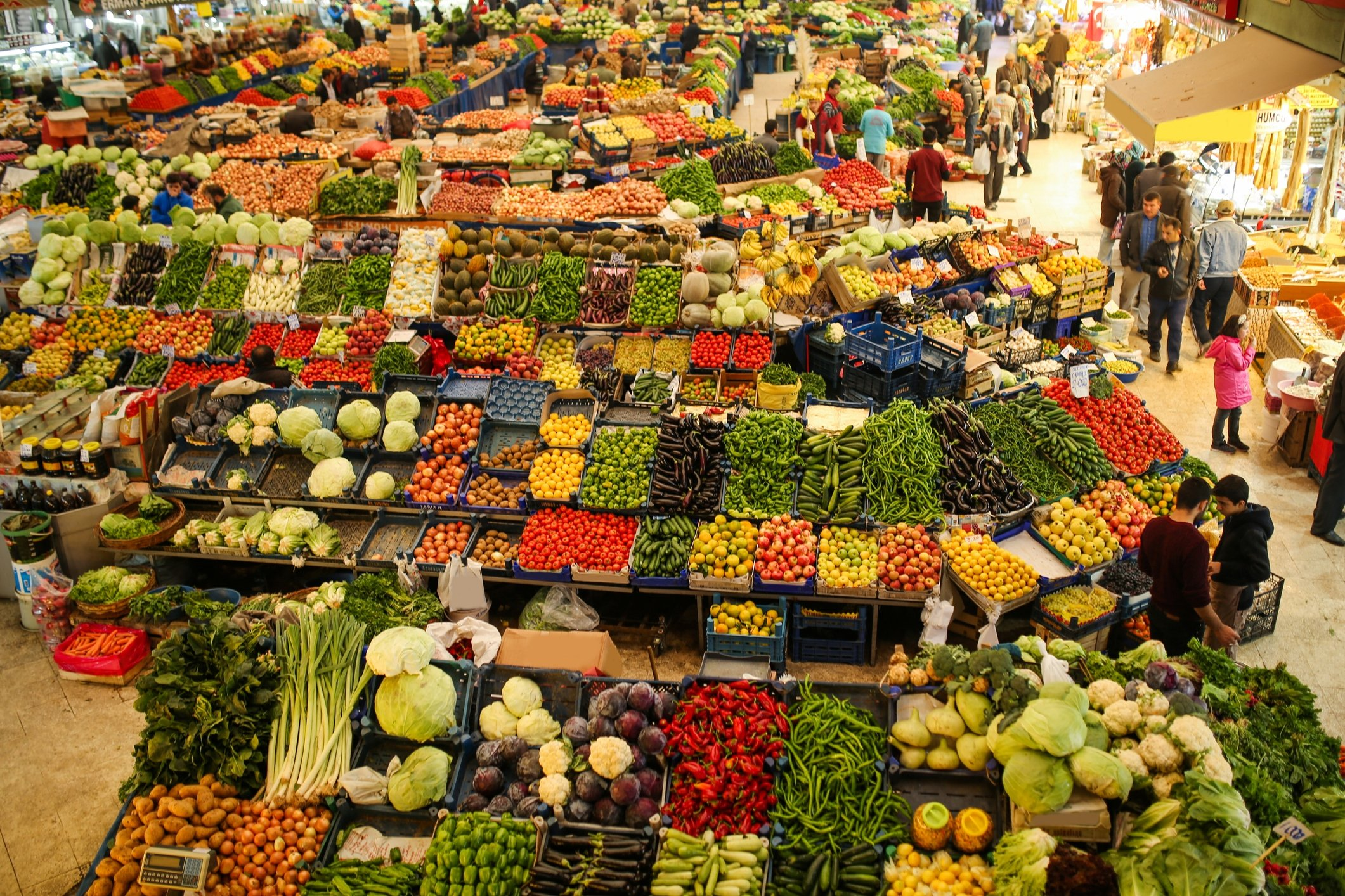 A scene from a local fruit and vegetable bazaar in Konya, central Turkey, in this undated photo. (iStock Photo)