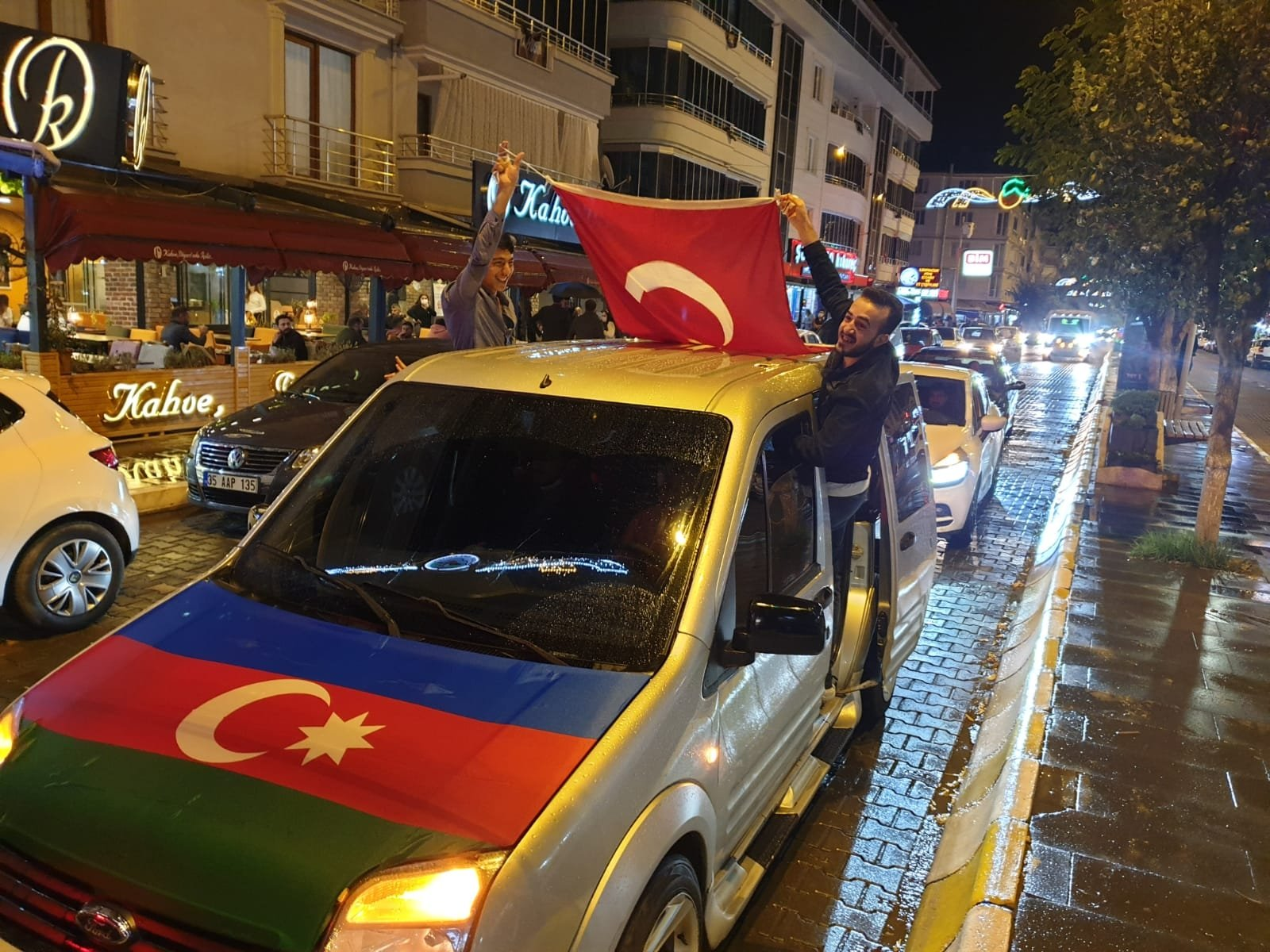 People wave Azerbaijani and Turkish flags during a convoy in support of Baku's fight against the Armenian forces, Iğdır, Oct. 5, 2020. (DHA)