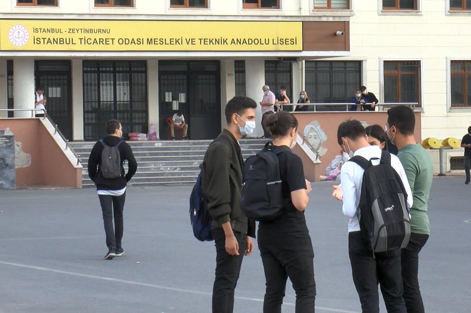 Students wear masks outside a vocational school in the Zeytinburnu district of Istanbul, Turkey, Oct. 5, 2020. (DHA Photo)