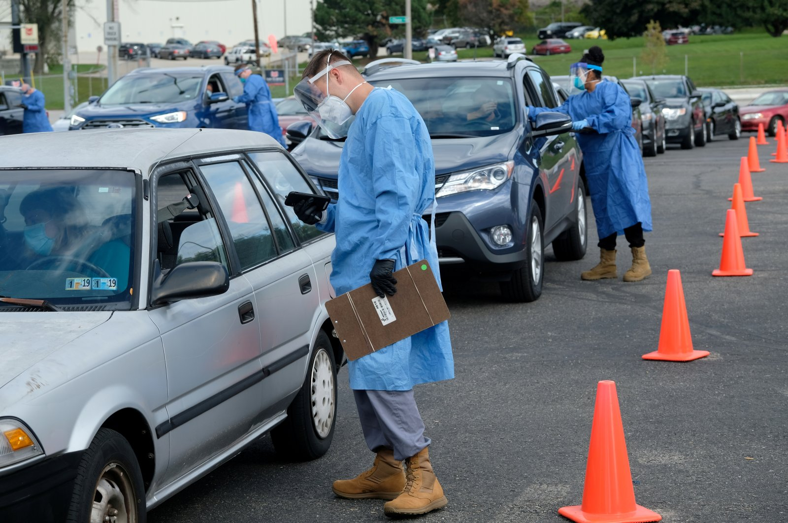 People line up in their vehicles to undergo COVID-19 tests, Milwaukee, Wisconsin, U.S., Oct. 2, 2020. (REUTERS Photo)