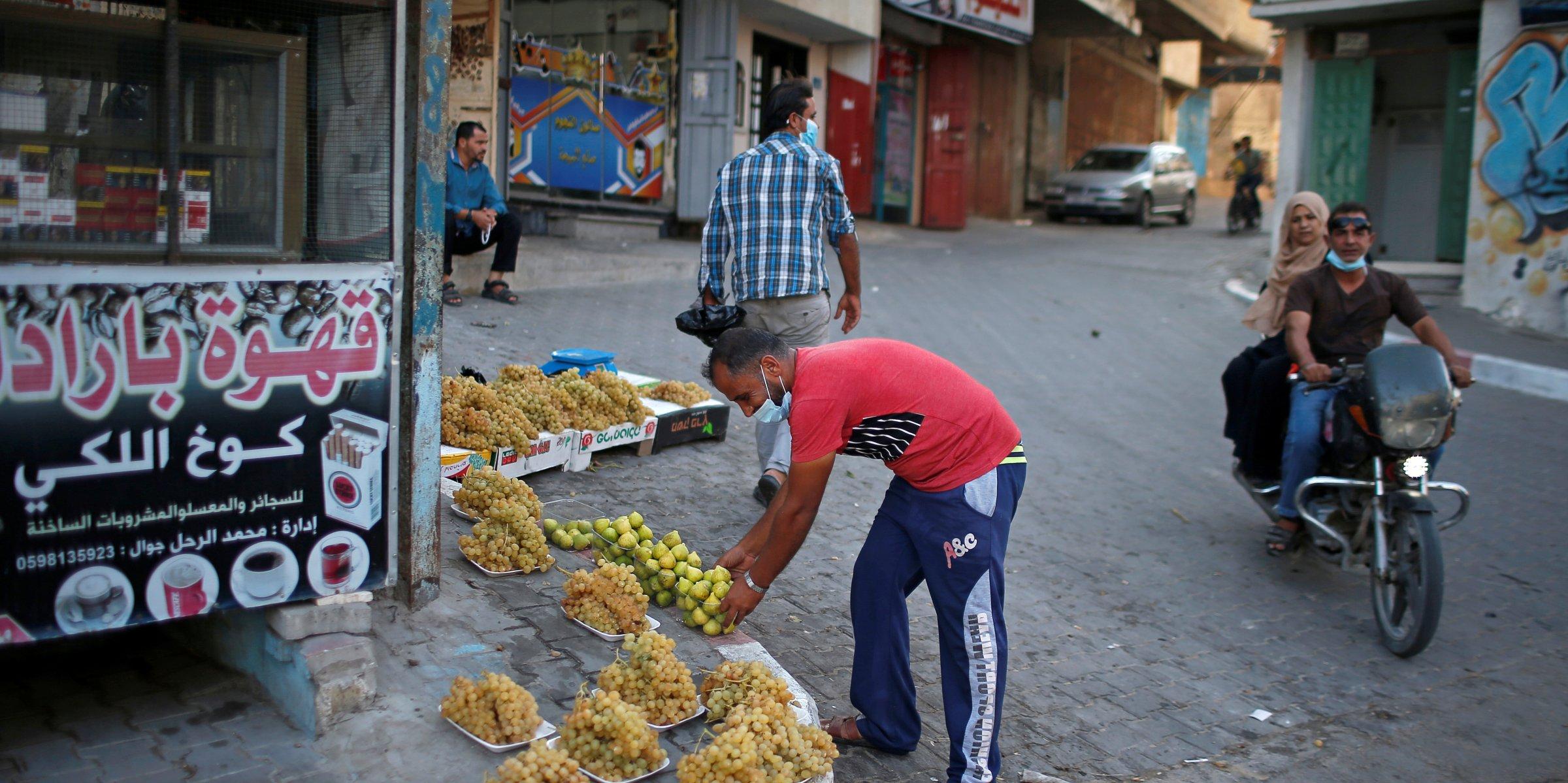 Image of article 'Gaza families start receiving Qatari financial aid'