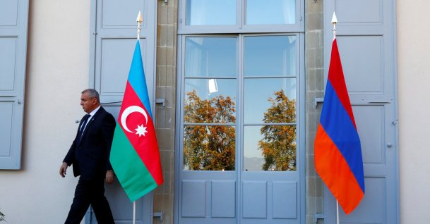A security guard walks past an Azerbaijan (L) and Armenian flag at the opening of talks of the Organization for Security and Co-operation in Europe (OSCE) Minsk group in Geneva, Switzerland, Oct. 16, 2017. (Reuters Photo)